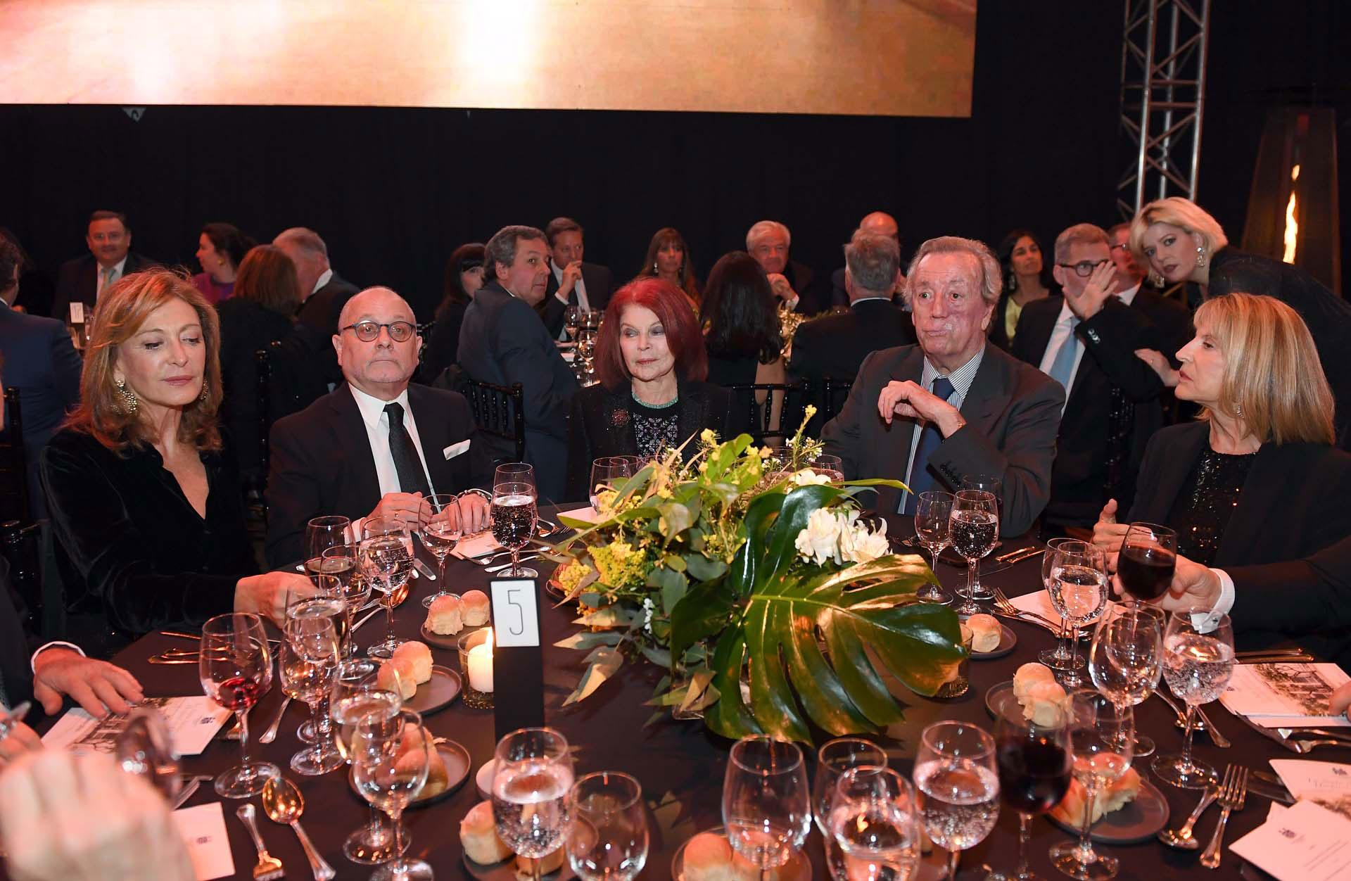 Mariel Llorens de Quintana, Jorge Faurie, Lili Sielecki y Bruno Quintana, ex presidente del Jockey Club