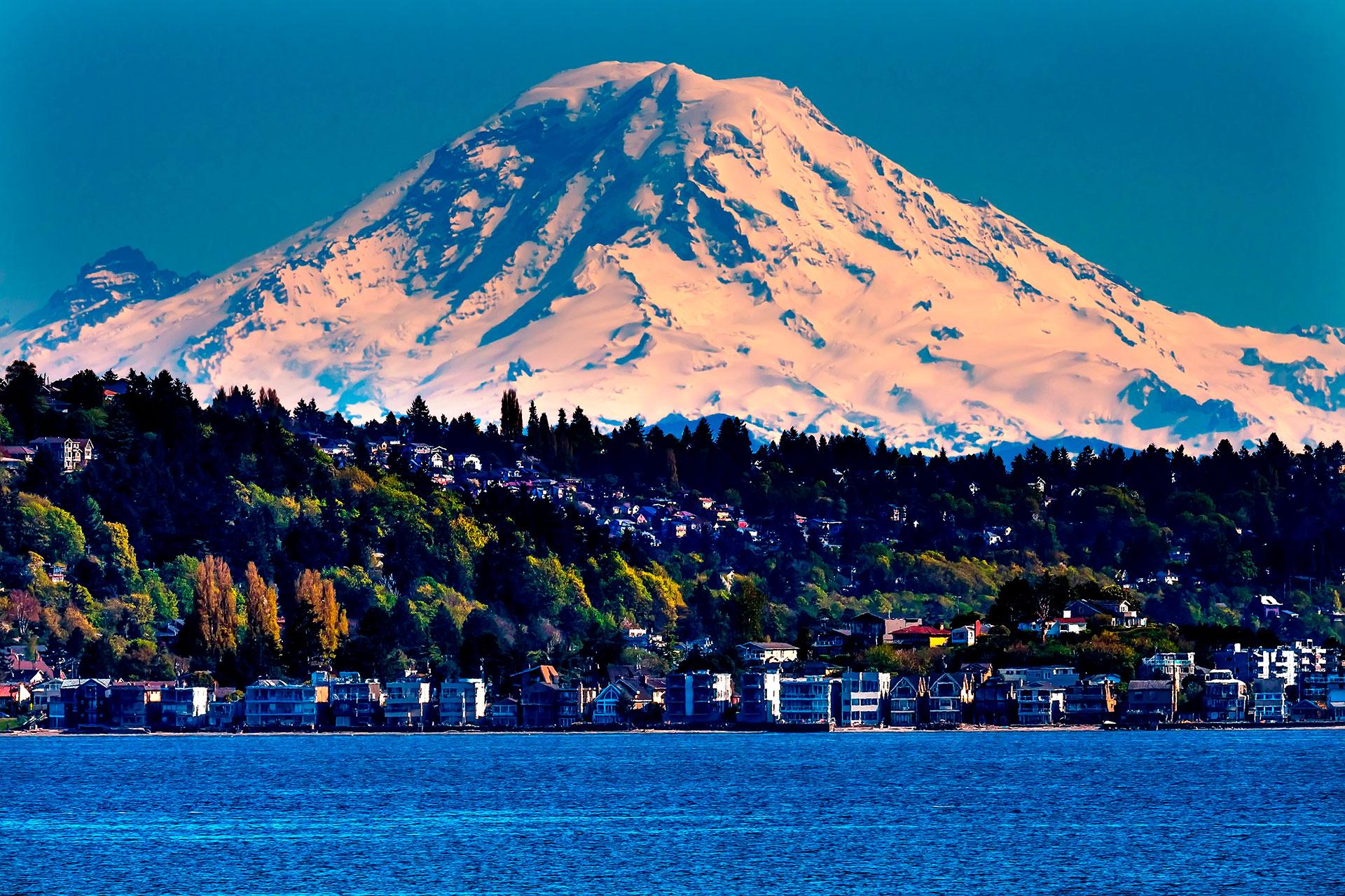 MONTE RAINIER - ESTADOS UNIDOS: Es un estratovolcán localizado en Pierce, condado ubicado al sureste de Seattle, Washington