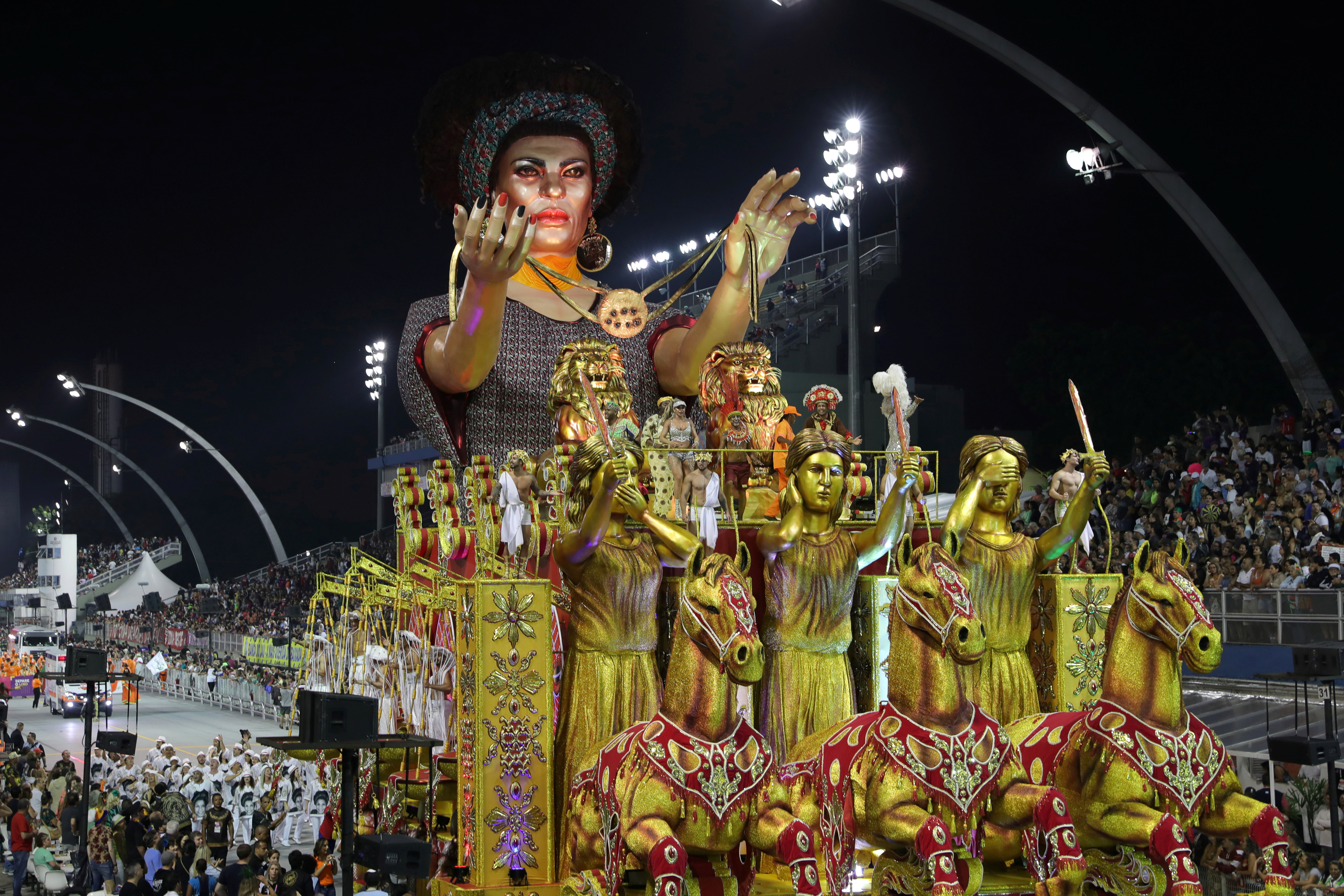 Brasil vibró al ritmo del samba en su primer día de Carnaval (REUTERS/Amanda Perobelli)