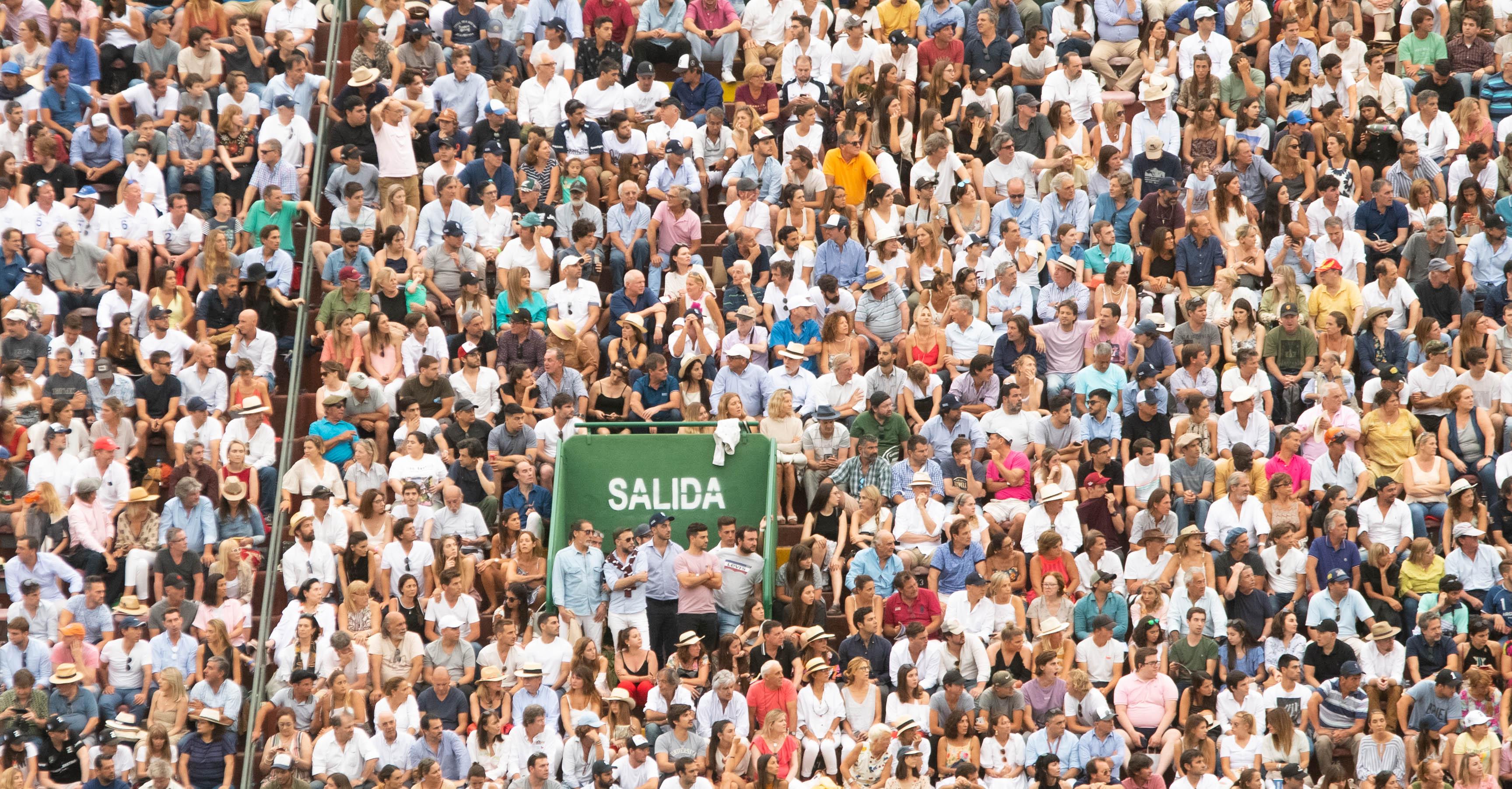 La final entre La Dolfina y Ellerstina se disputó ante una cancha colmada de asistentes, que alentaron a sus equipos de polo favoritos