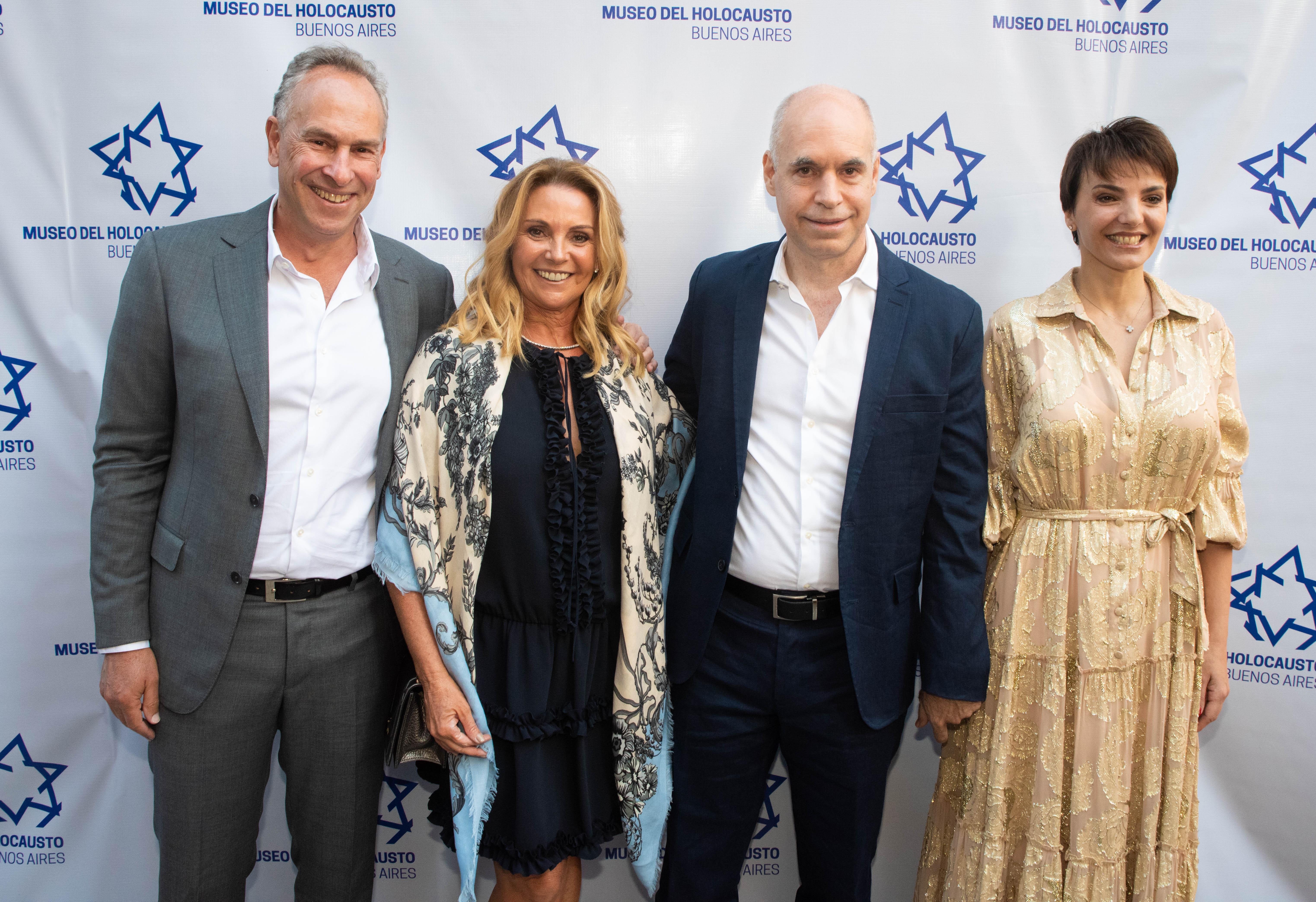 El presidente del Museo del Holocausto, Marcelo Mindlin y su mujer, Mariana, el jefe de Gobierno porteño, Horacio Rodríguez Larreta y Barbara Diez