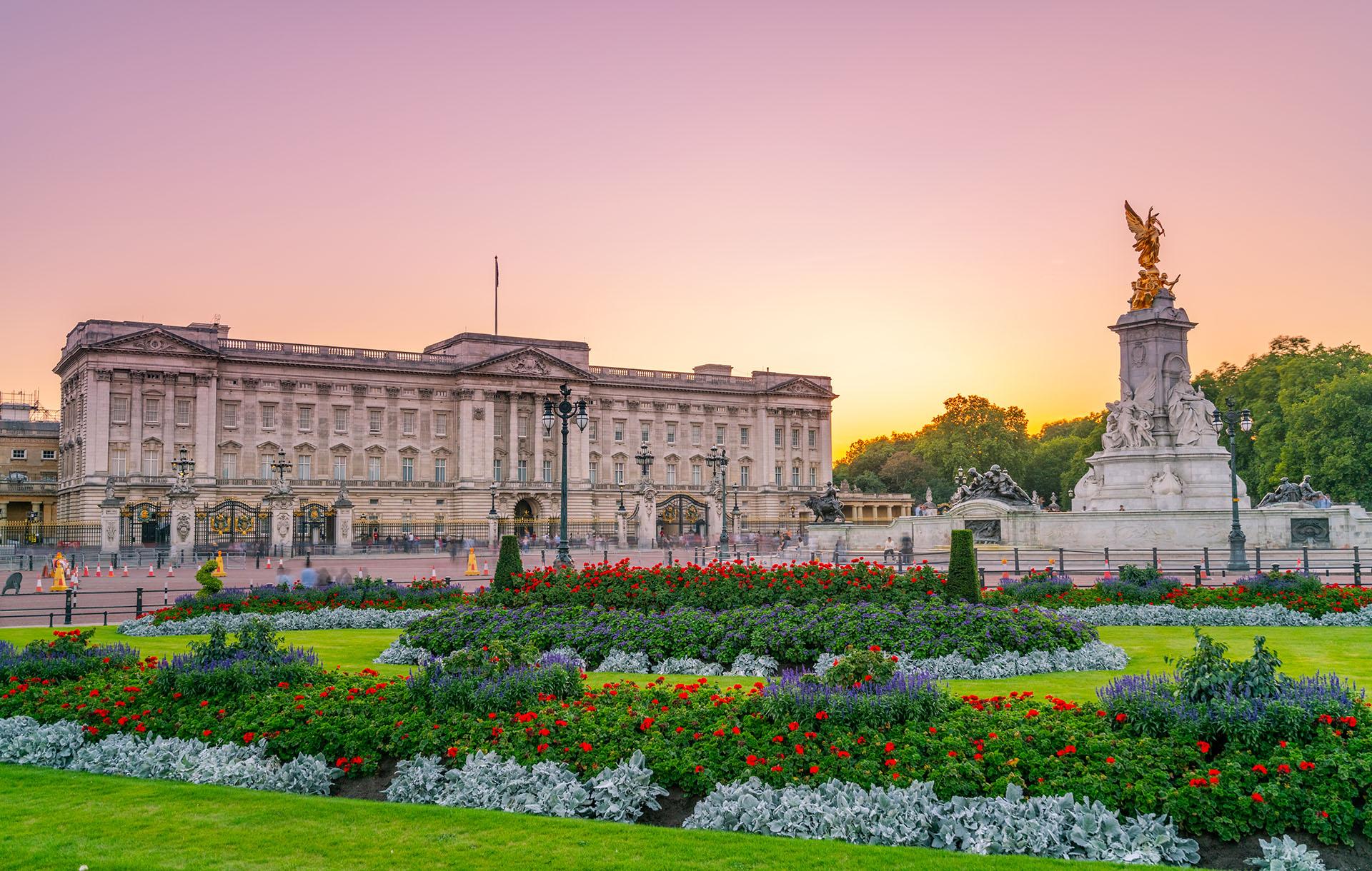 Durante las dos guerras mundiales el palacio sobrevivió de manera ejemplar. En la Primera Guerra Mundial no fue atacado pero, durante la Segunda Guerra Mundial, fue bombardeado varias veces. El ataque más importante destruyó la capilla real en 1940