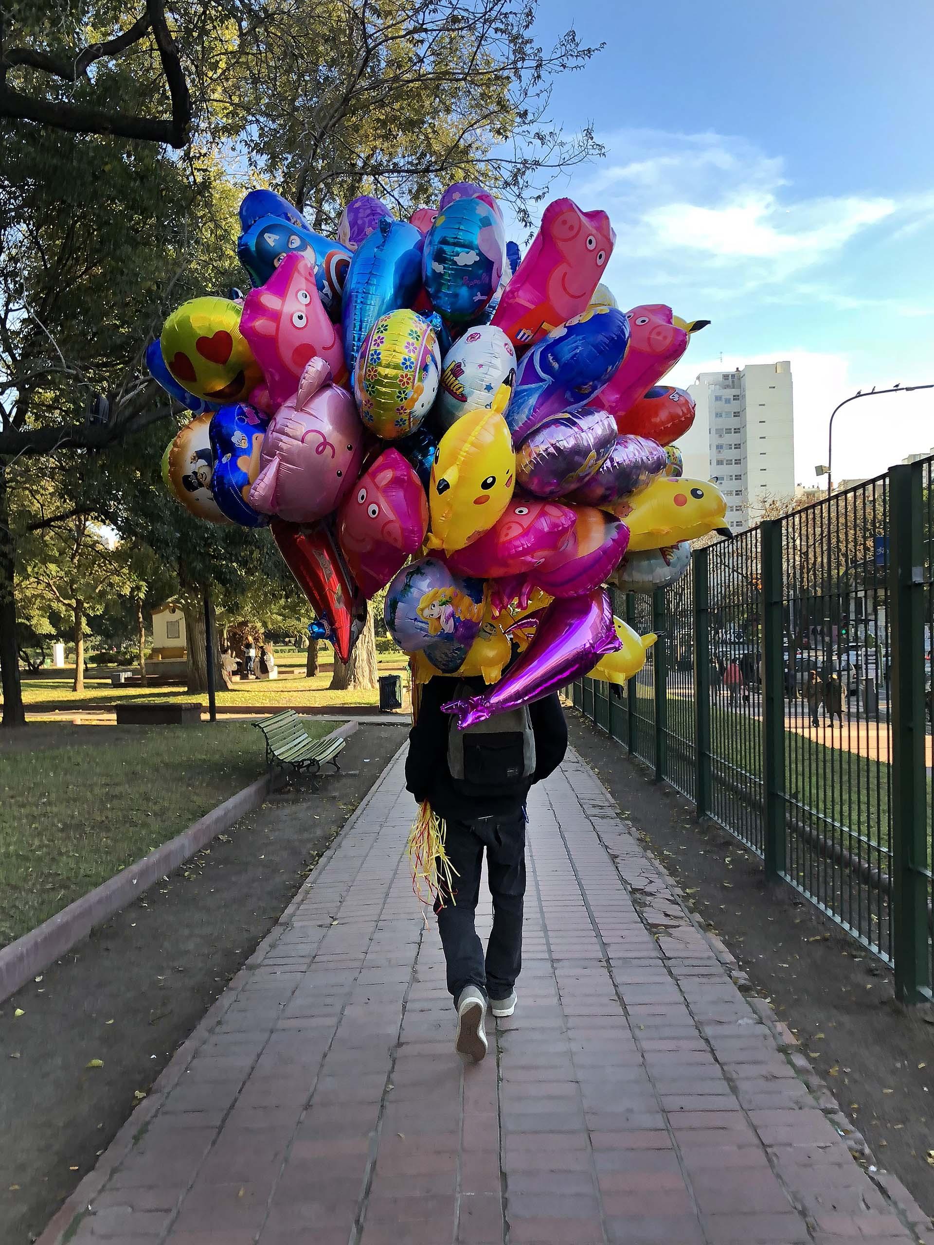 El vendedor de globos en Parque Rivadavia: