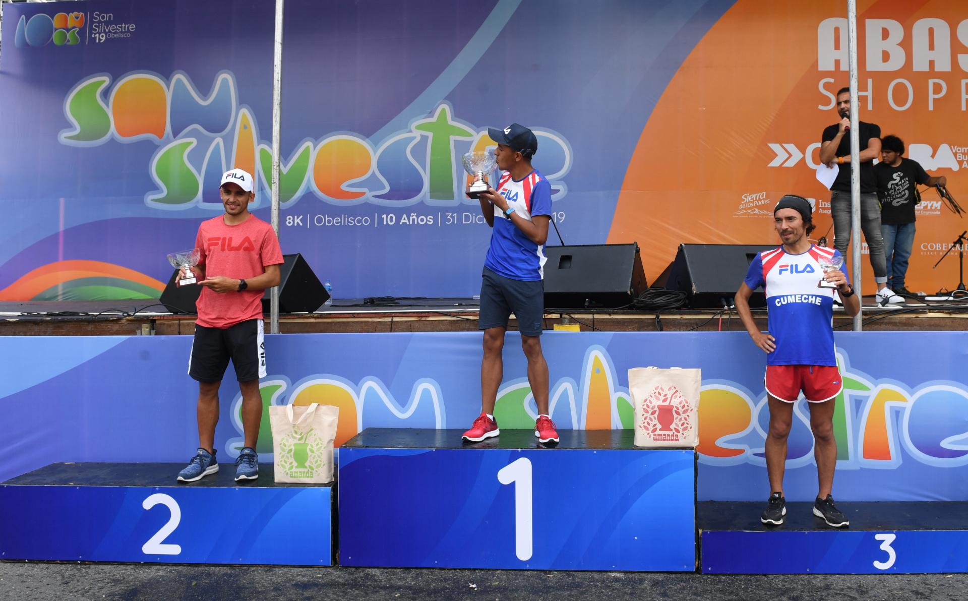 David Rodríguez (primero), Martín Méndez (segundo) y Ulises Sanguinetti (tercero) en el podio (Maximiliano Luna)