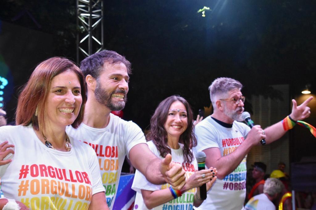 El periodista Luis Novaresio en el cierre de #OrgulloBA junto a Pamela Malewicz, subsecretaria de Derechos Humanos y Pluralismo Cultural de la Ciudad