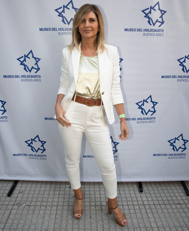 La periodista a cargo de la conducción Debora Plager