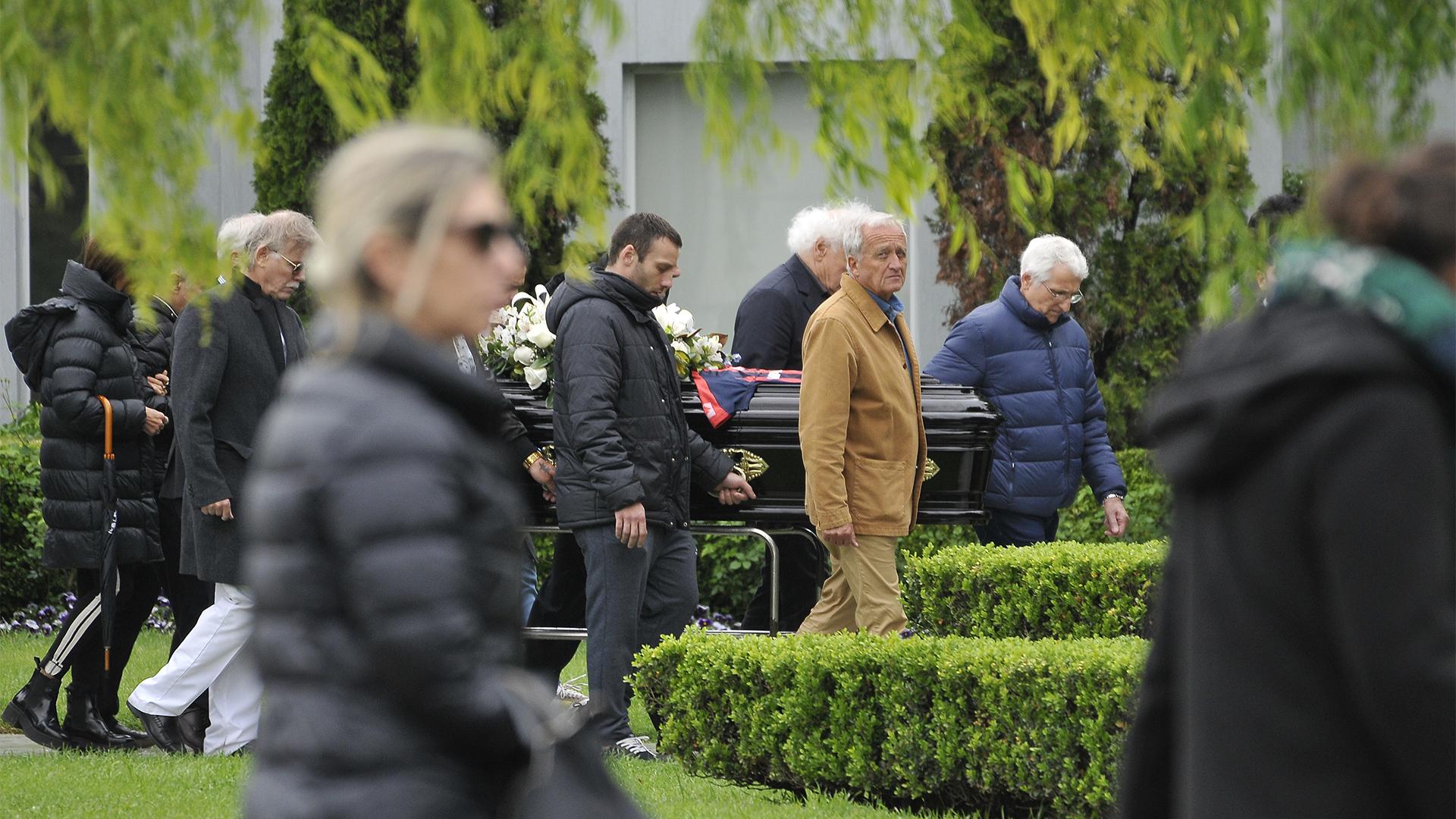 Dolor en el entierro de Cacho Castaña (Darío Batallán)
