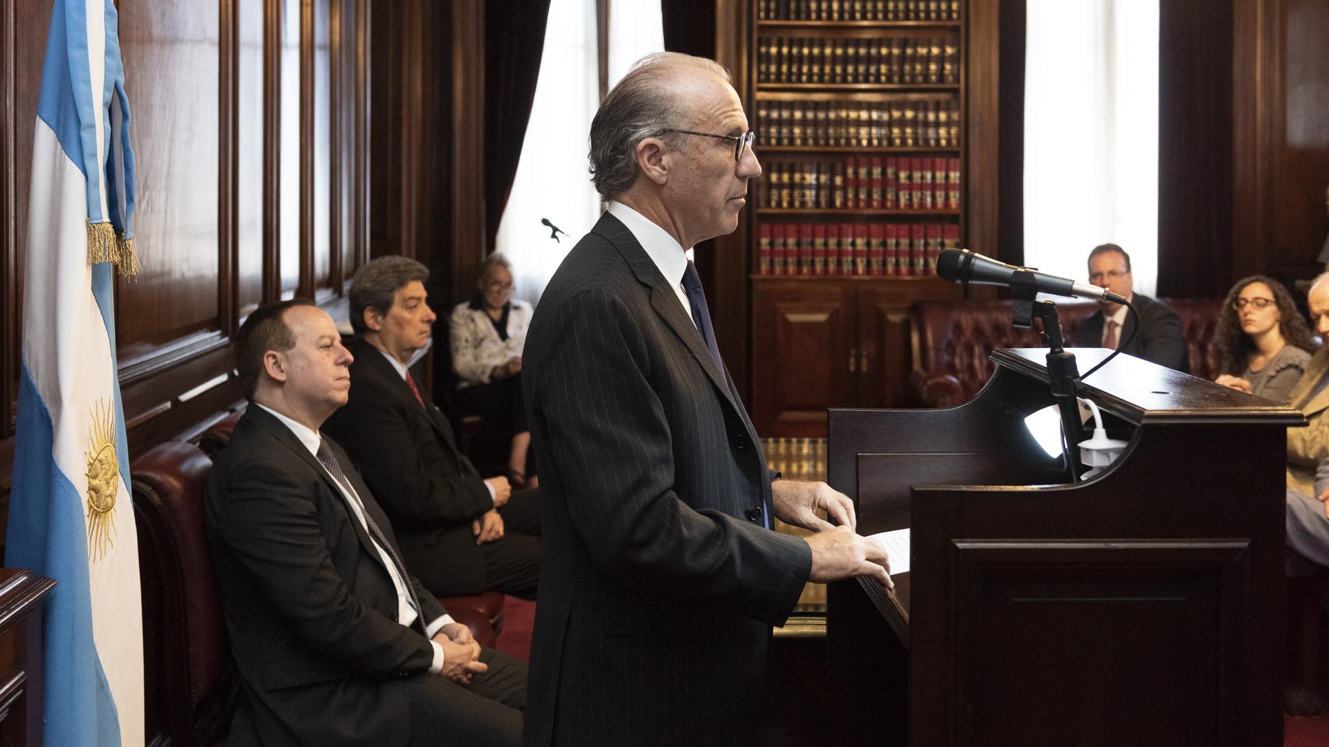 El premio al Periodismo Judicial ADEPA-Corte Suprema de Justicia de la Nación fue creado con el objetivo de promover la difusión de temas relacionados con la actividad del Poder Judicial de todo el país, en todas sus instancias, para impulsar una mayor comprensión de sus funciones y promover el derecho a la información de los ciudadanos.