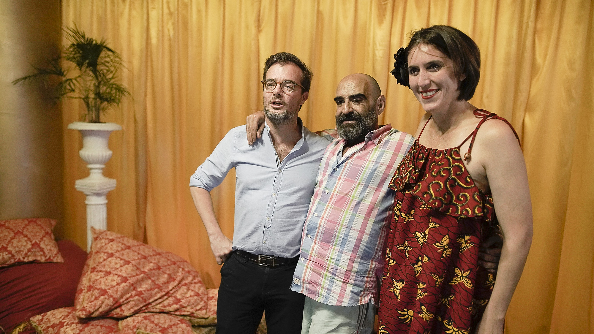Enrique Avogadro, ministro de Cultura porteño, junto al artista Sergio de Loof y a la directora del Museo de Arte Moderno de Buenos Aires, Victoria Noorthoorn.
