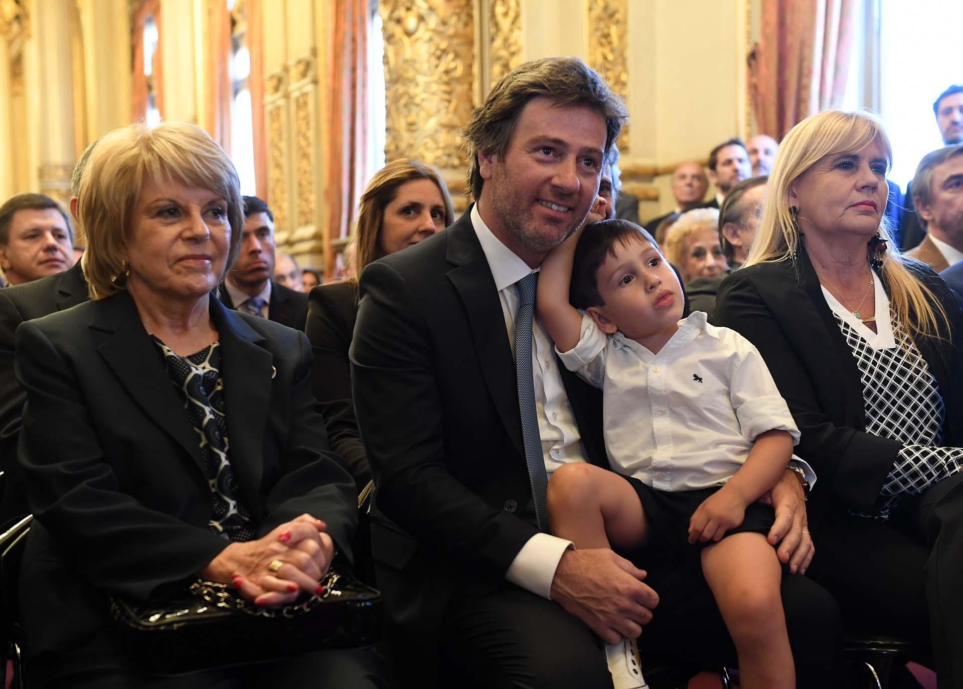 La ex integrante de TSJ de CABA, Ana María Conde, y Juan Mahiques con su hijito Bautista y la abogada Marcela Losardo, posible futura ministra de Justicia de Alberto Fernández.