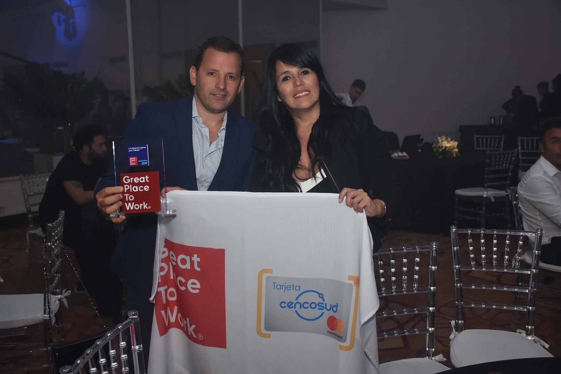 Laura Mesías, gerente de operaciones y sistemas de Cencosud y Jorge Morral, jefe de administración y finanzas de Cencosud, una de las empresas distinguidas en la premiación