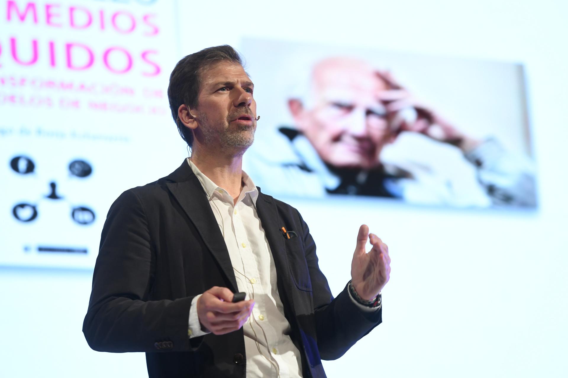 Pepe Cerezo, Director de la Consultora Evoca de España, ofreció un Keynote sobre las marcas y el nuevo ecosistema de medios