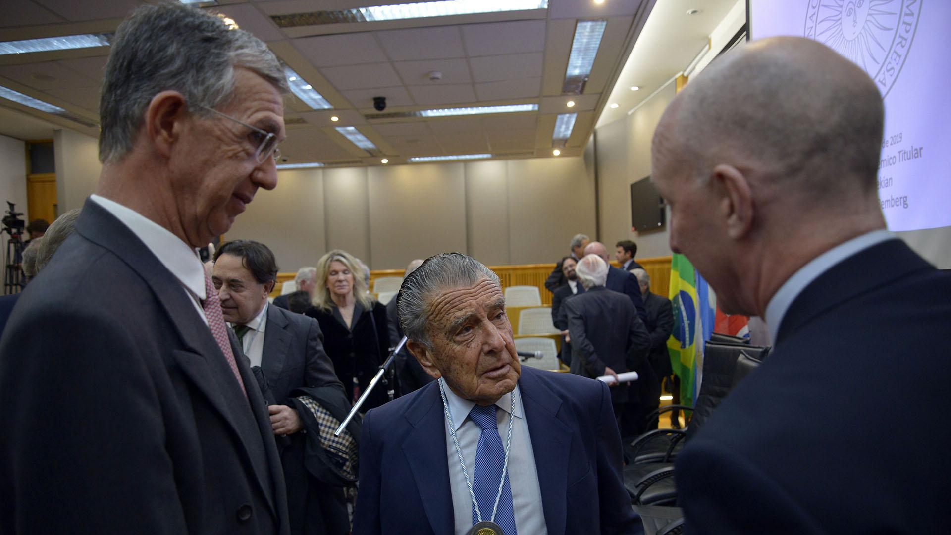 Eurnekian dialoga con los embajadores de Brasil e Inglaterra, Sergio França Danese y Mark Kent