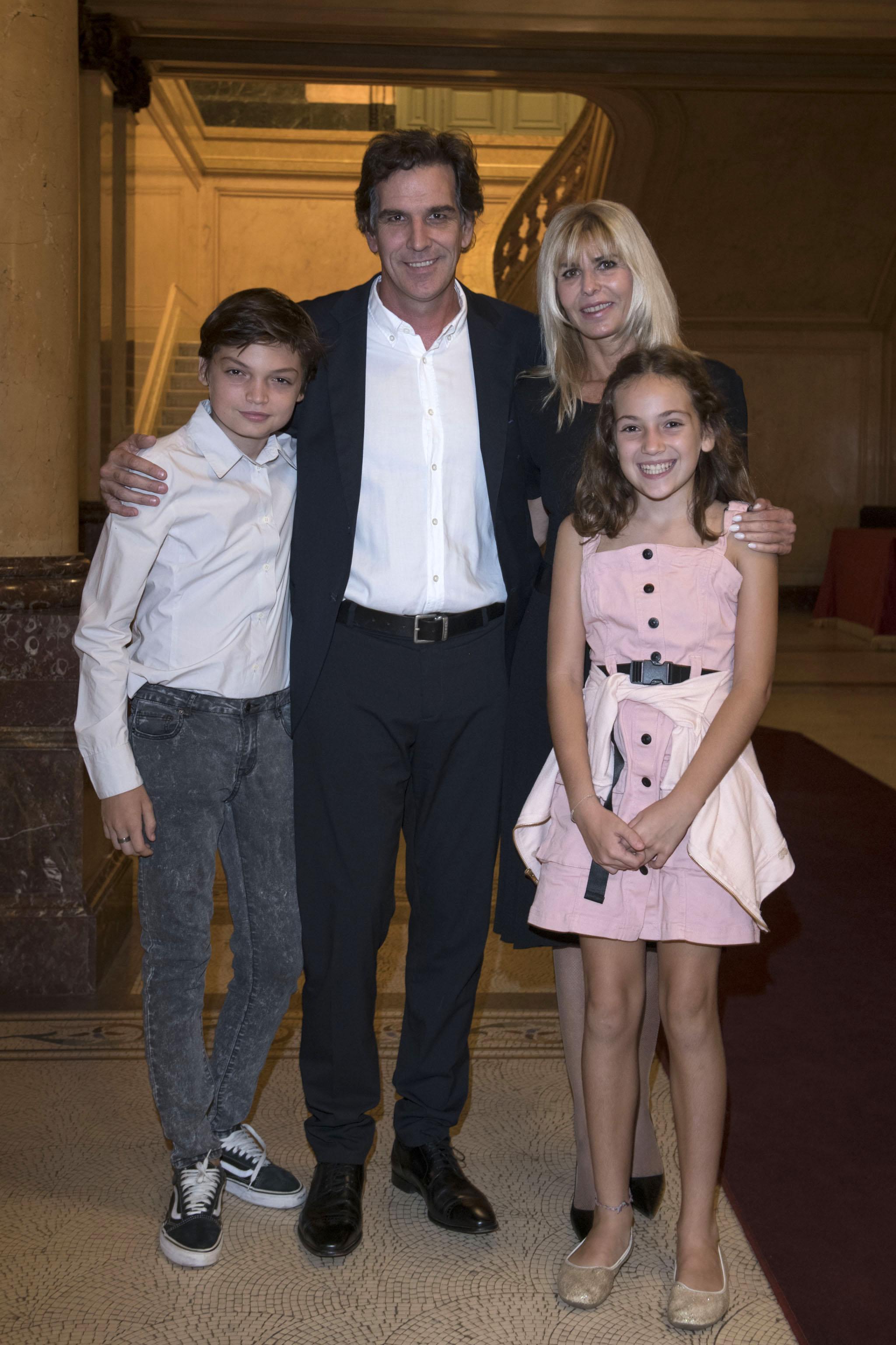 Karina Rabolini junto a Ignacio Castro Cranwell e hijos