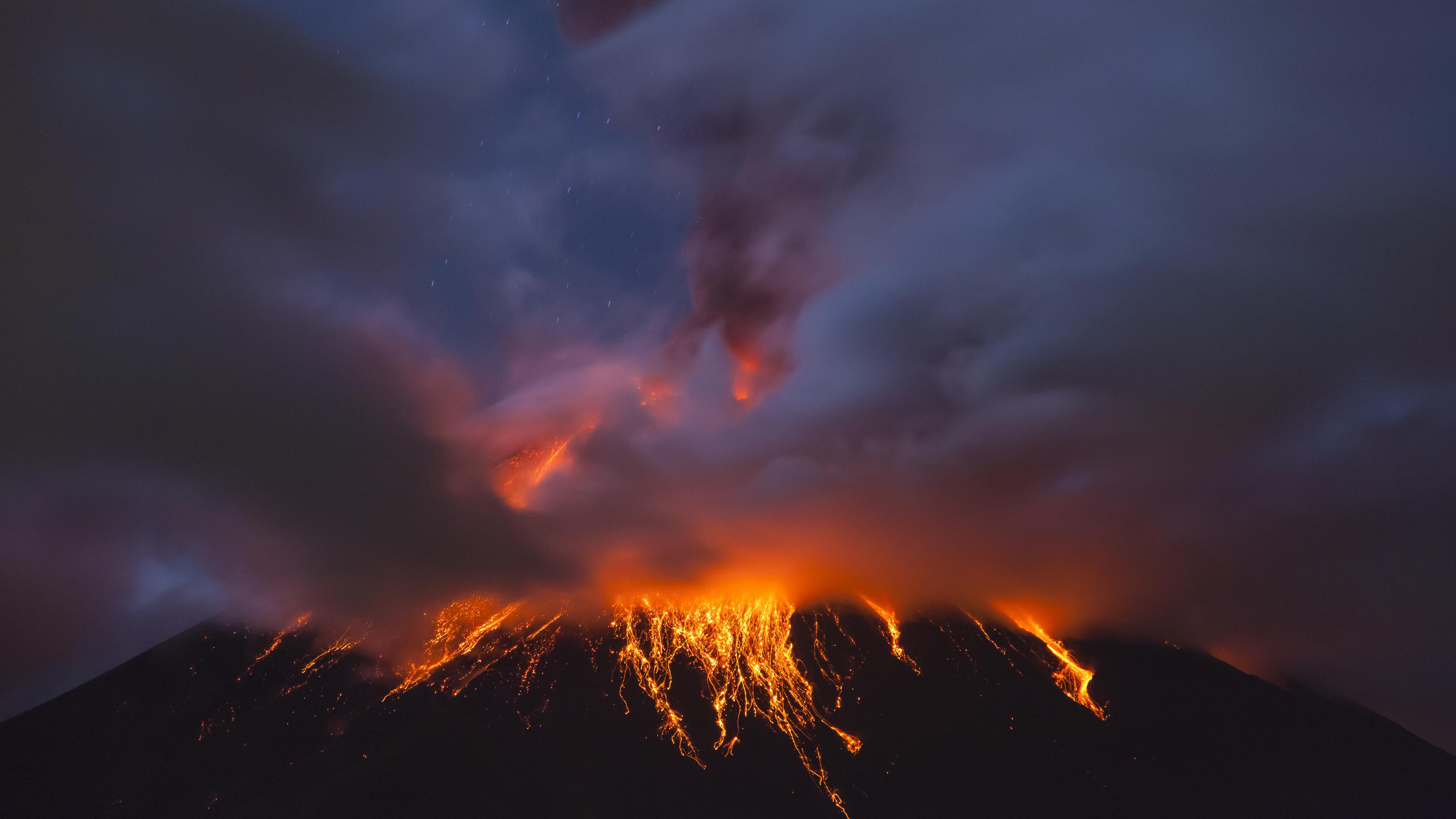 Tungurahua en erupción en 2011