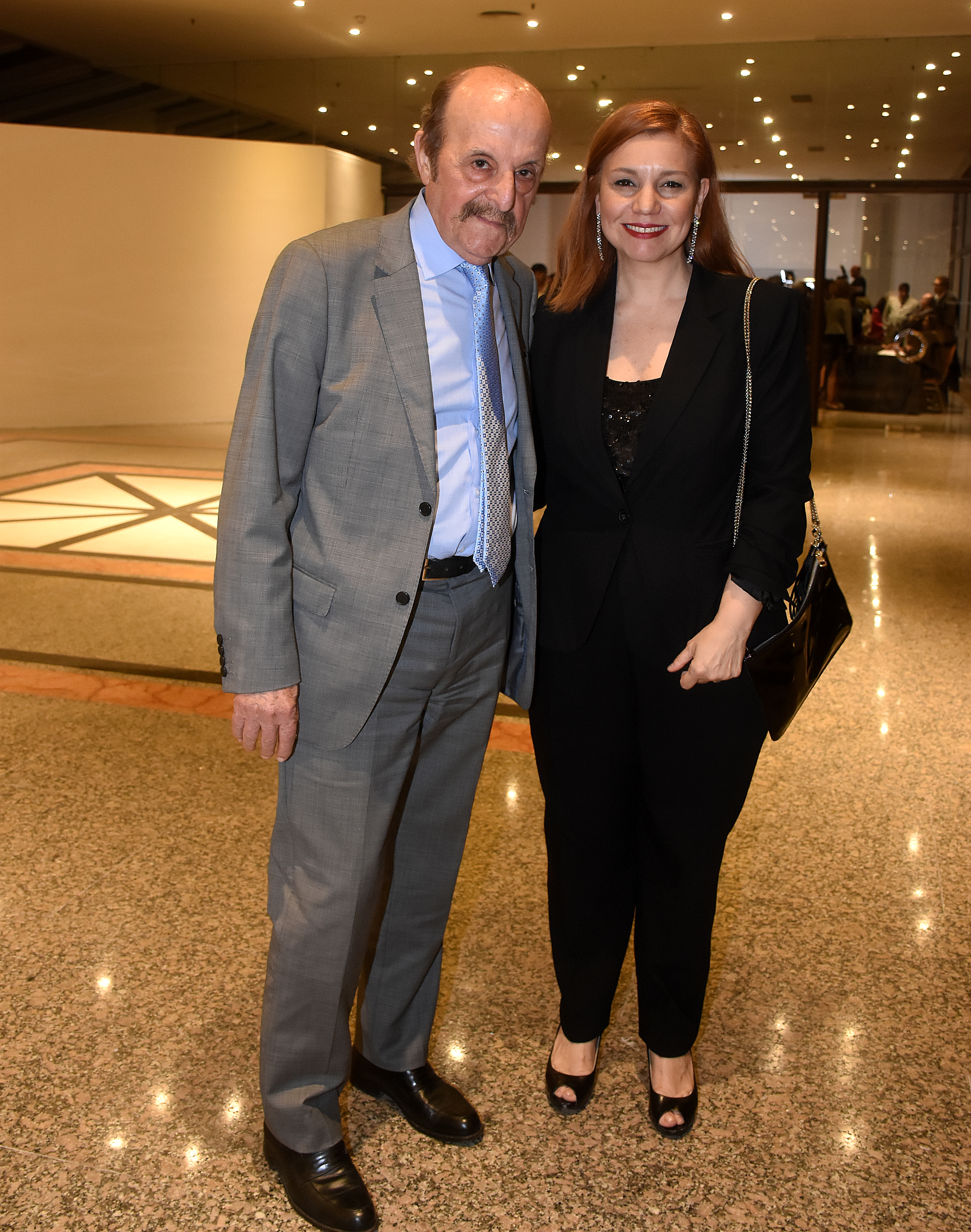 El escritor y pensador Julio Bárbaro junto a la diputada nacional, Karina Banfi