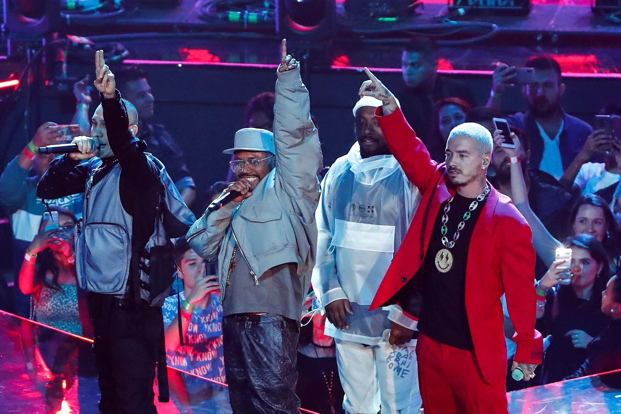 The Black Eyed Peas y J Balvin (Foto: EFE/ Jose Mendez)