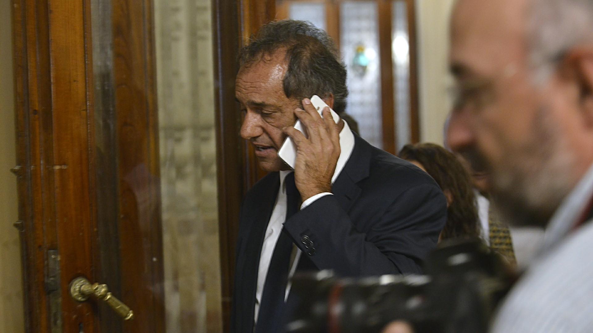Daniel Scioli llega al recinto para darle quórum al oficialismo
