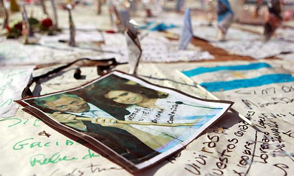 Cinco años antes de su muerte, en la Feria del Libro de 2005, Néstor Kirchner leyó el poema de un militante de 23 años desaparecido por la última dictadura en 1978.