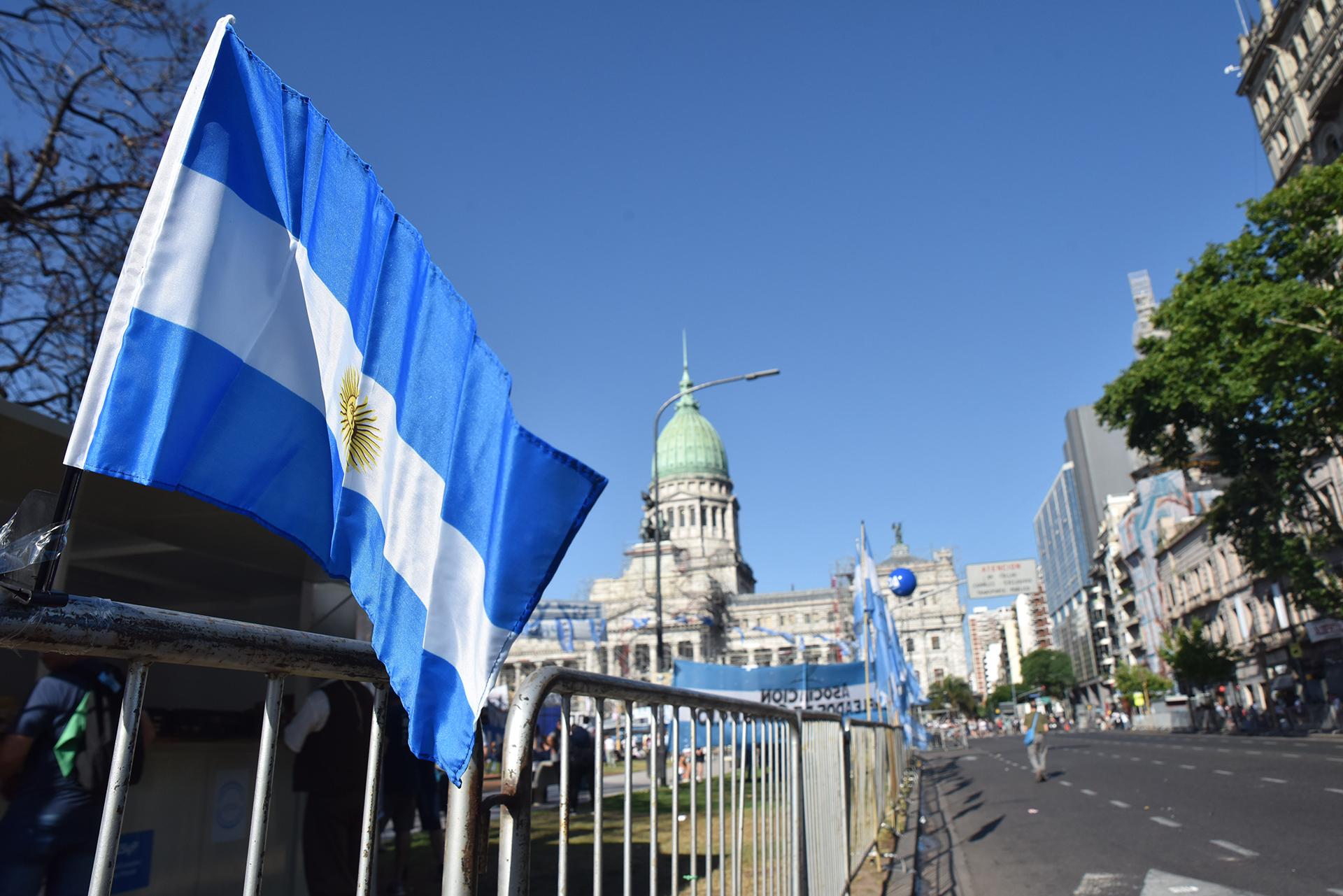 Una vez consagrada la fórmula electa el 27 de octubre con el 48% de los votos, Mauricio Macri le entregará la banda y el bastón presidencial a Alberto Fernández y el flamante jefe de Estado dará su primer discurso como presidente de la Argentina.