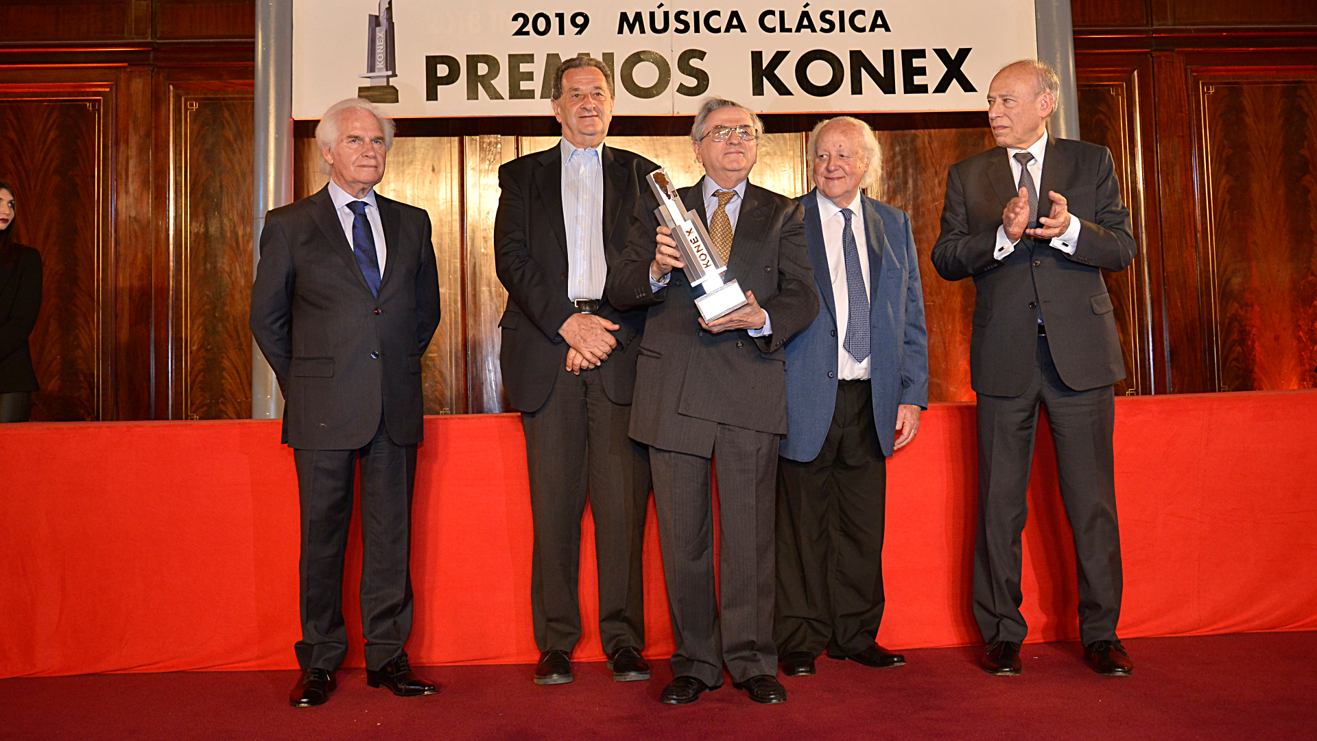 Mención especial por la creación y compromiso con la Orquesta Sinfónica Juvenil Nacional José de San Martín a Mario Benzecry