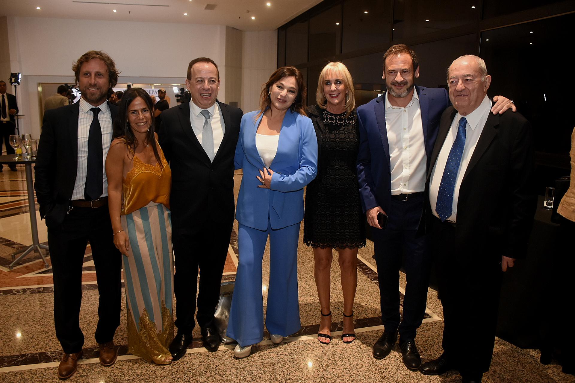 La cena contó con la presencia de periodistas, empresarios y funcionarios