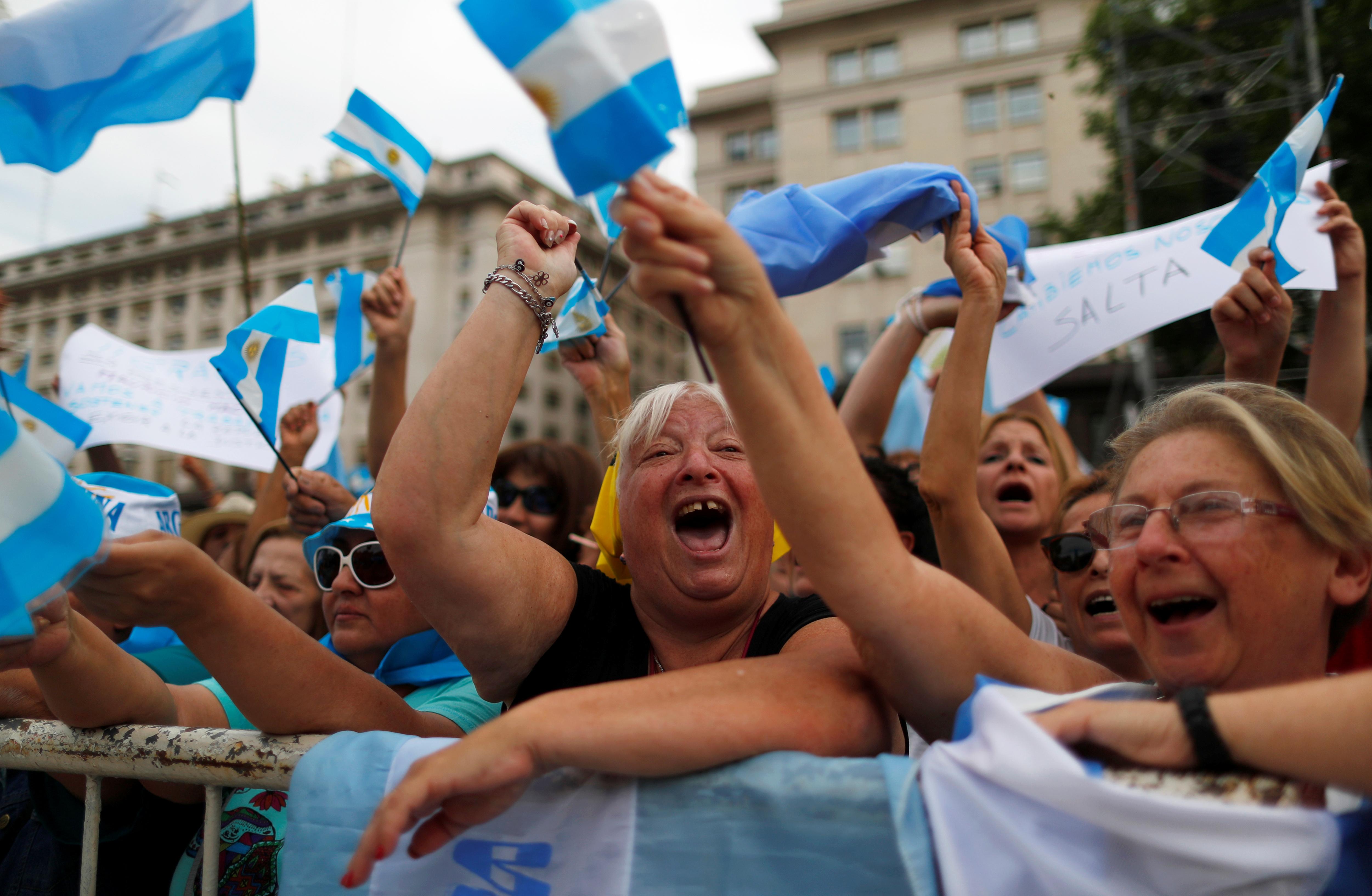 La convocatoria fue realizada el 16 de noviembre por Macri en su cuenta de la red social Twitter