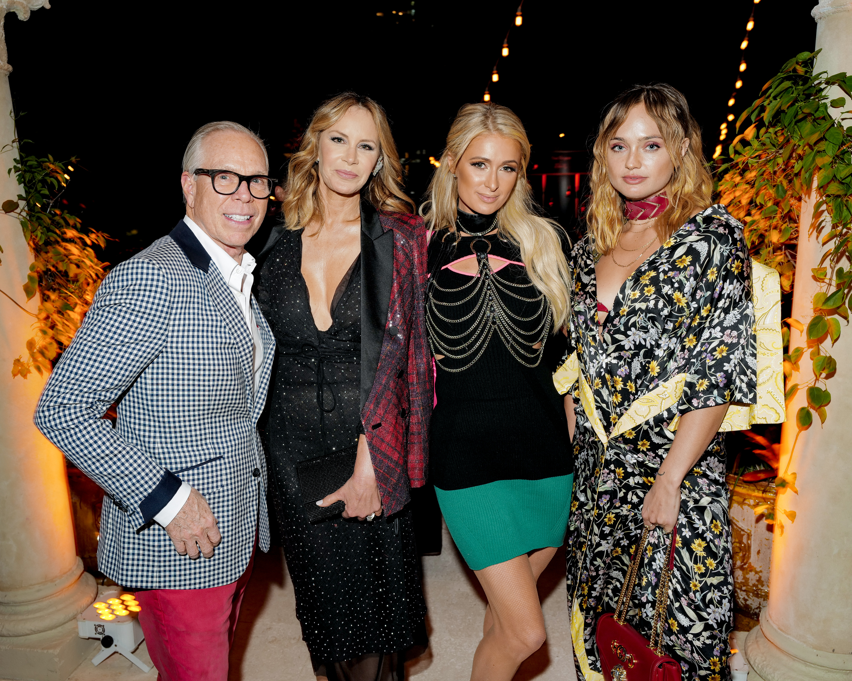 Thomas Hilfiger y Dee Ocleppo junto a Paris Hilton y Brandi Howe