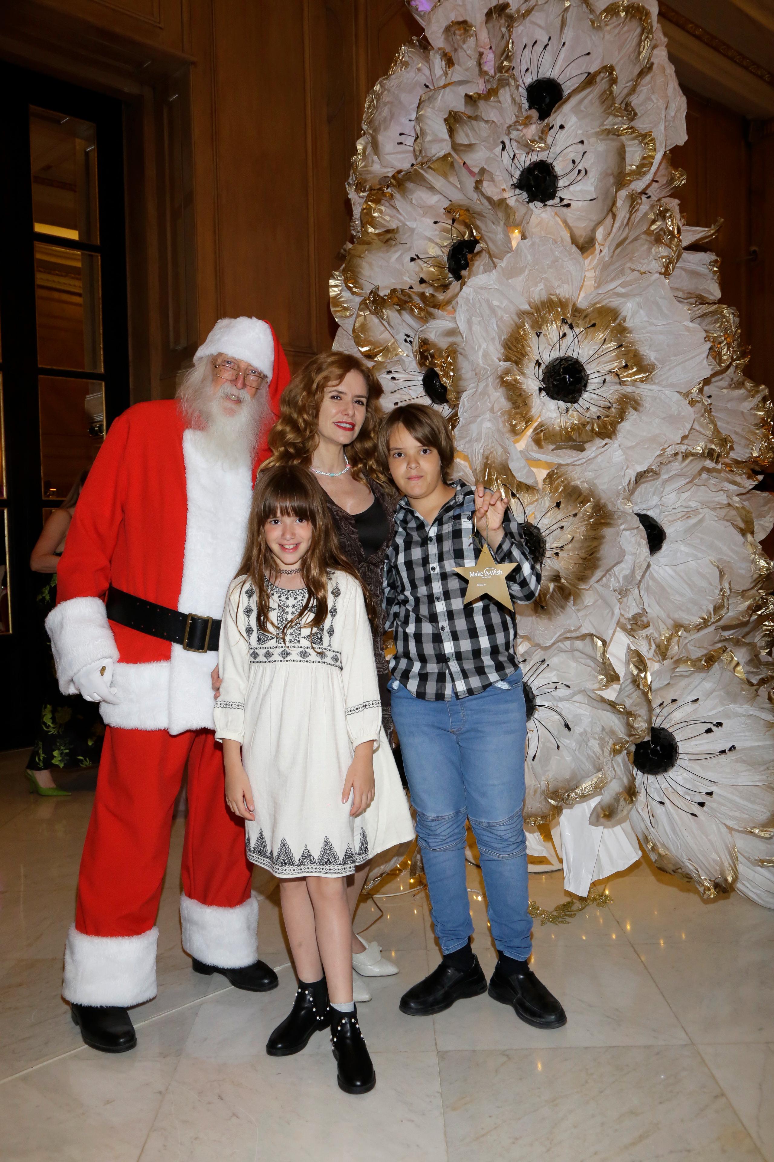 Karina El Azem con sus hijos Esmeralda y Lorenzo Pettinato