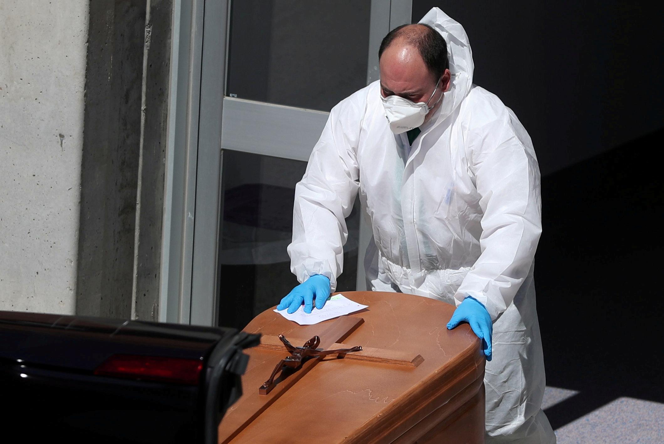 Un funeral en Leganes, España (REUTERS/Susana Vera)