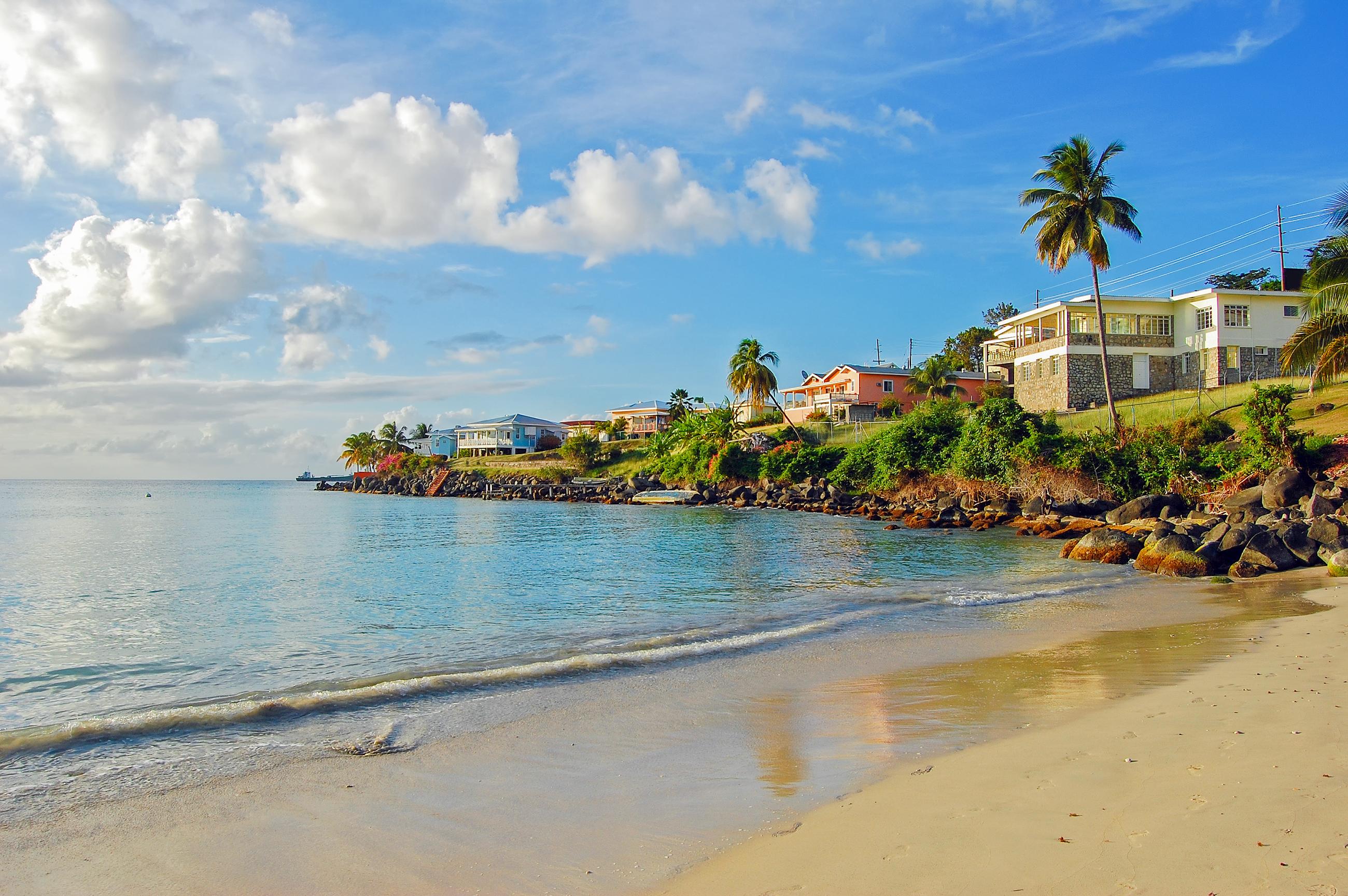 Ubicada en la nación isleña de Granada, Grand Anse Beach está adornada por su elemento cultural, ya que los viajeros notan que ninguna otra playa es más representativa del estilo de vida caribeño. Es cierto: la comida, la gente y la energía es todo lo que cualquiera desea experimentar en unas vacaciones perfectas en el Caribe
