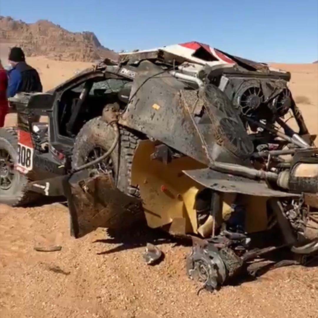 Uno de los principales candidatos de la categoría autos tuvo que despedirse en la etapa especial del Rally Dakar 2020 por un terrible accidente que lo dejó fuera de competencia. Se trata de Khalid Al Qassimi, quien ha puesto fin a su participación en la tercera etapa tras ser protagonista de un aparatoso incidente en el kilómetro 298