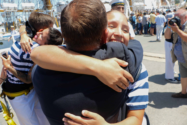 Los abrazos y besos por el reencuentro se repitieron entre familiares y seres queridos