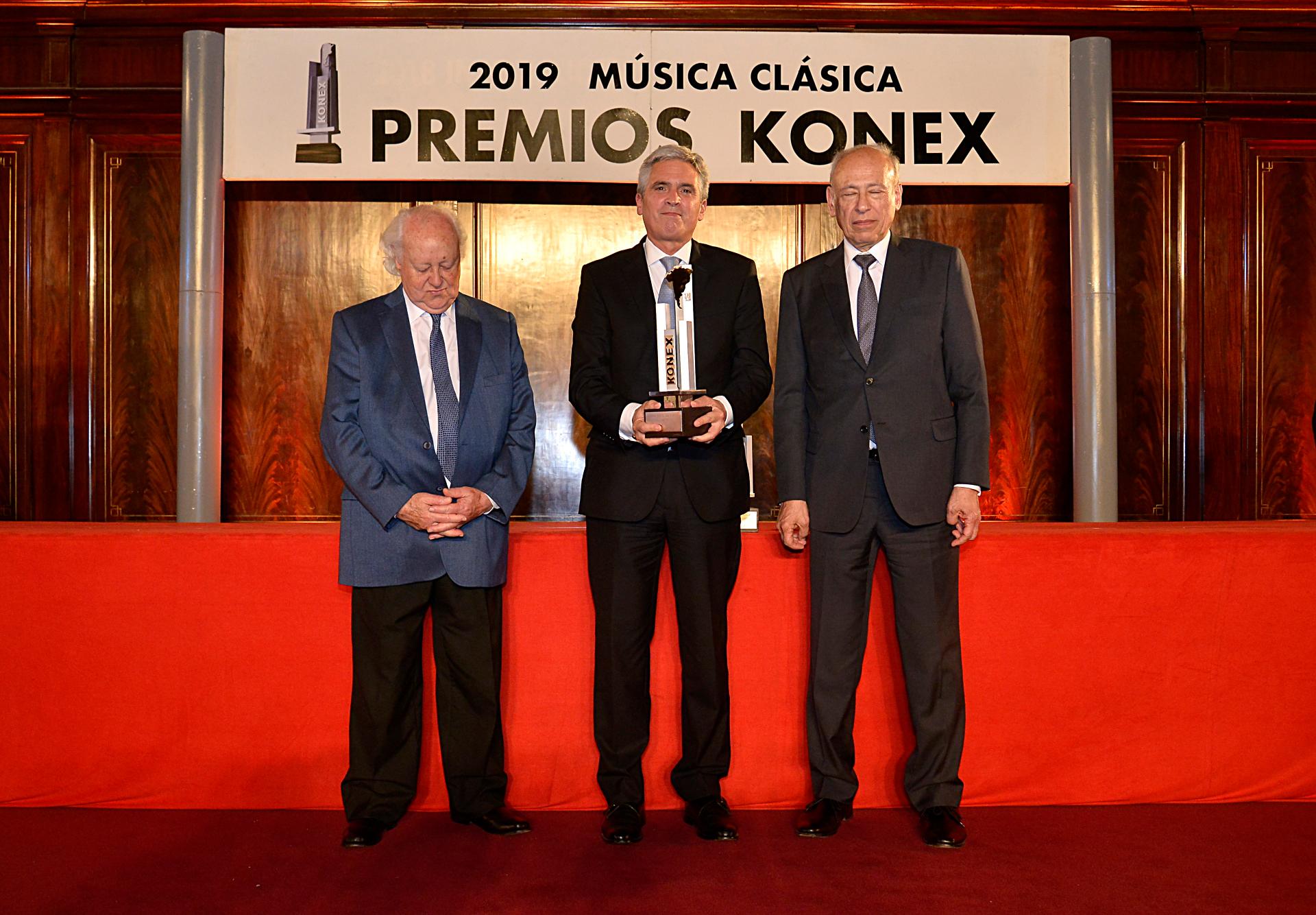 Juan Diego Flórez no pudo estar en la ceremonia y el embajador de Perú en Argentina, Peter Camino Cannock, recibió el galardón