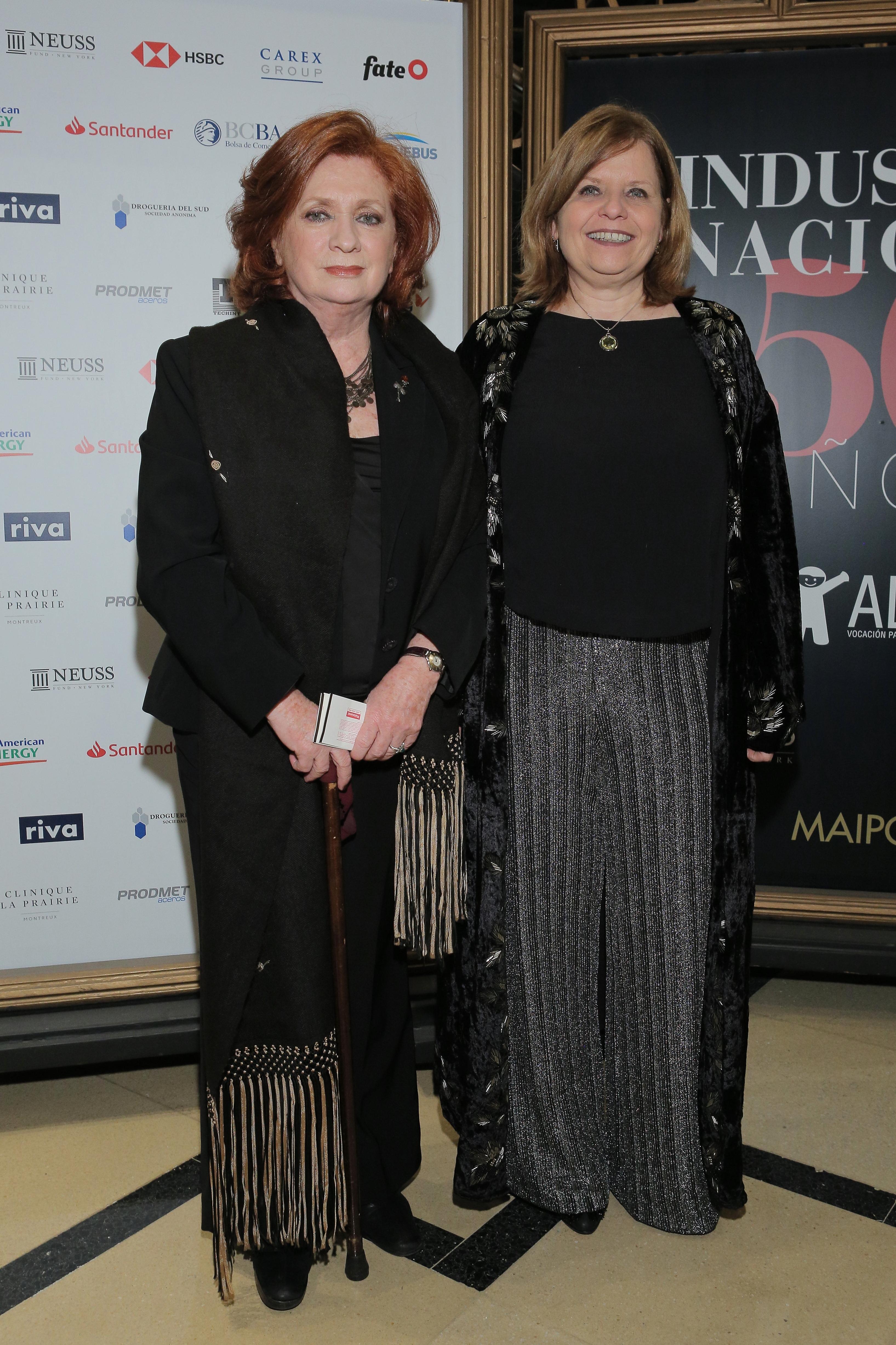 La presidente de ALPI, Teresa González Fernández, junto a la ministra de Salud Porteña, Ana María Bou Pérez, en la función de