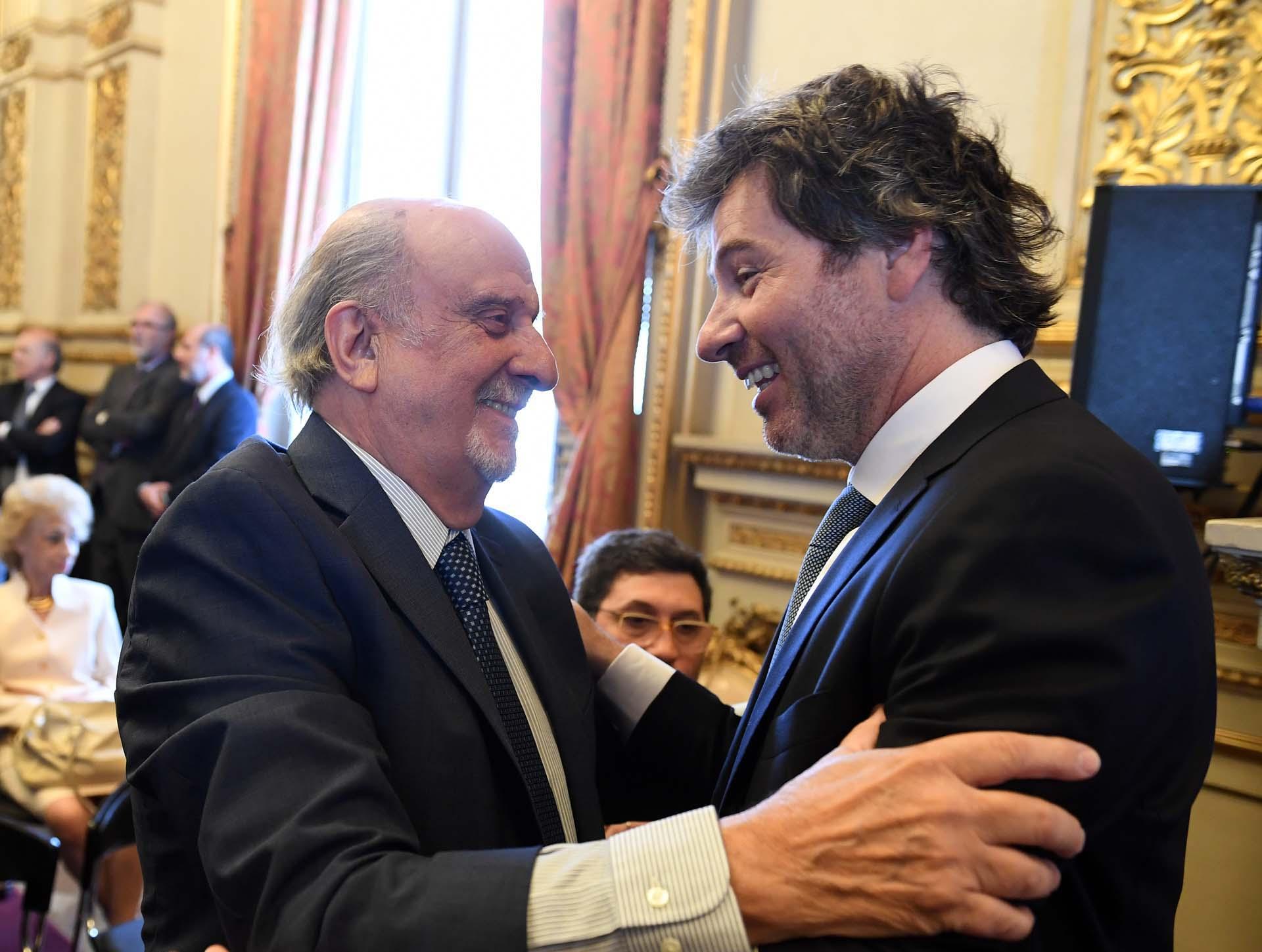 El juez y presidente del Consejo de la Magistratura Ricardo Recondo saluda a Juan Mahiques.