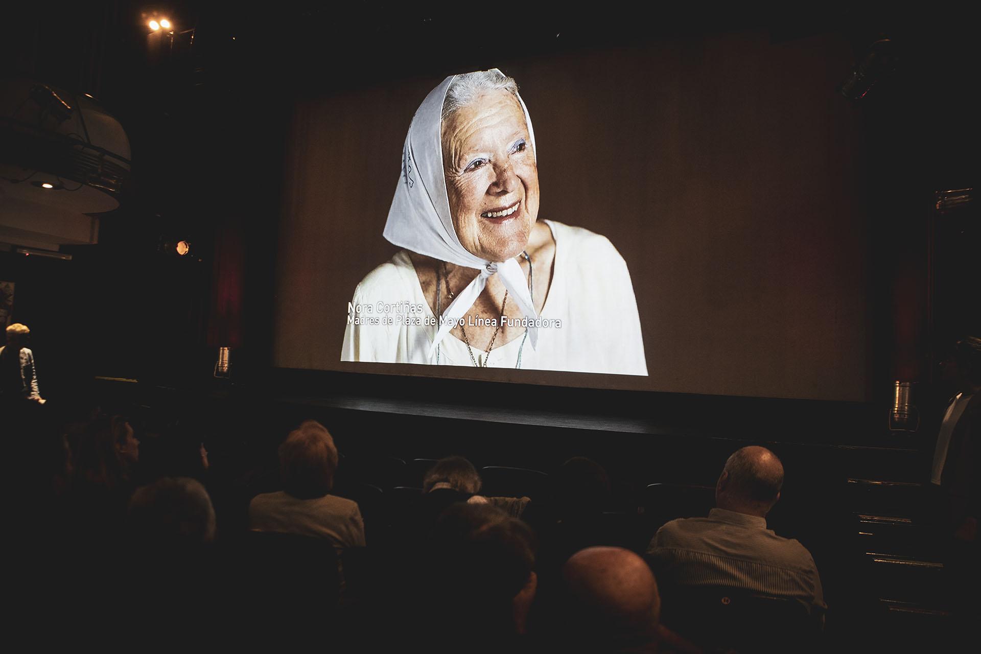 Nora Cortiñas, en la pantalla del NDTeatro