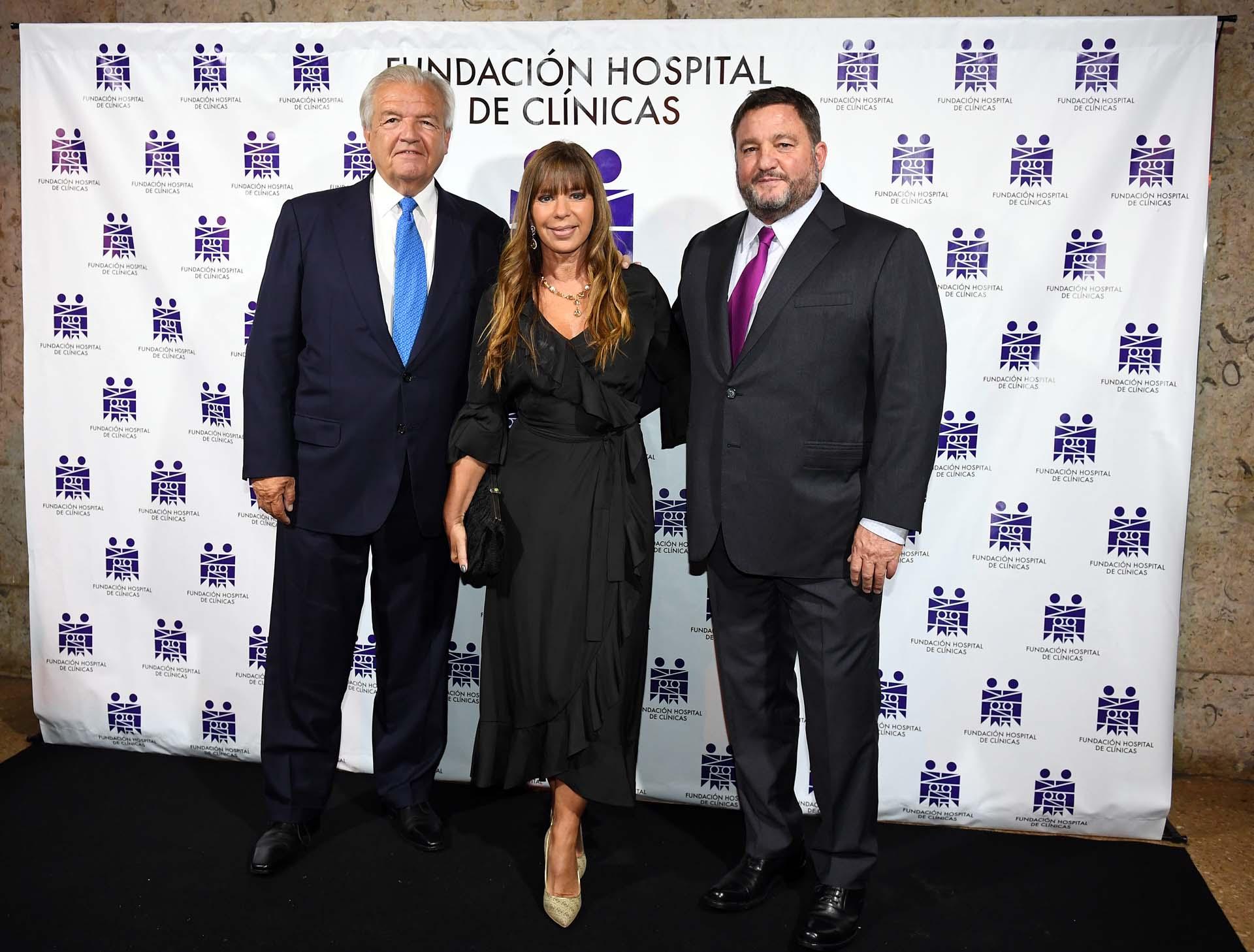 Luis Betnaza (Techint) y su mujer junto a Alejandro Macfarlane
