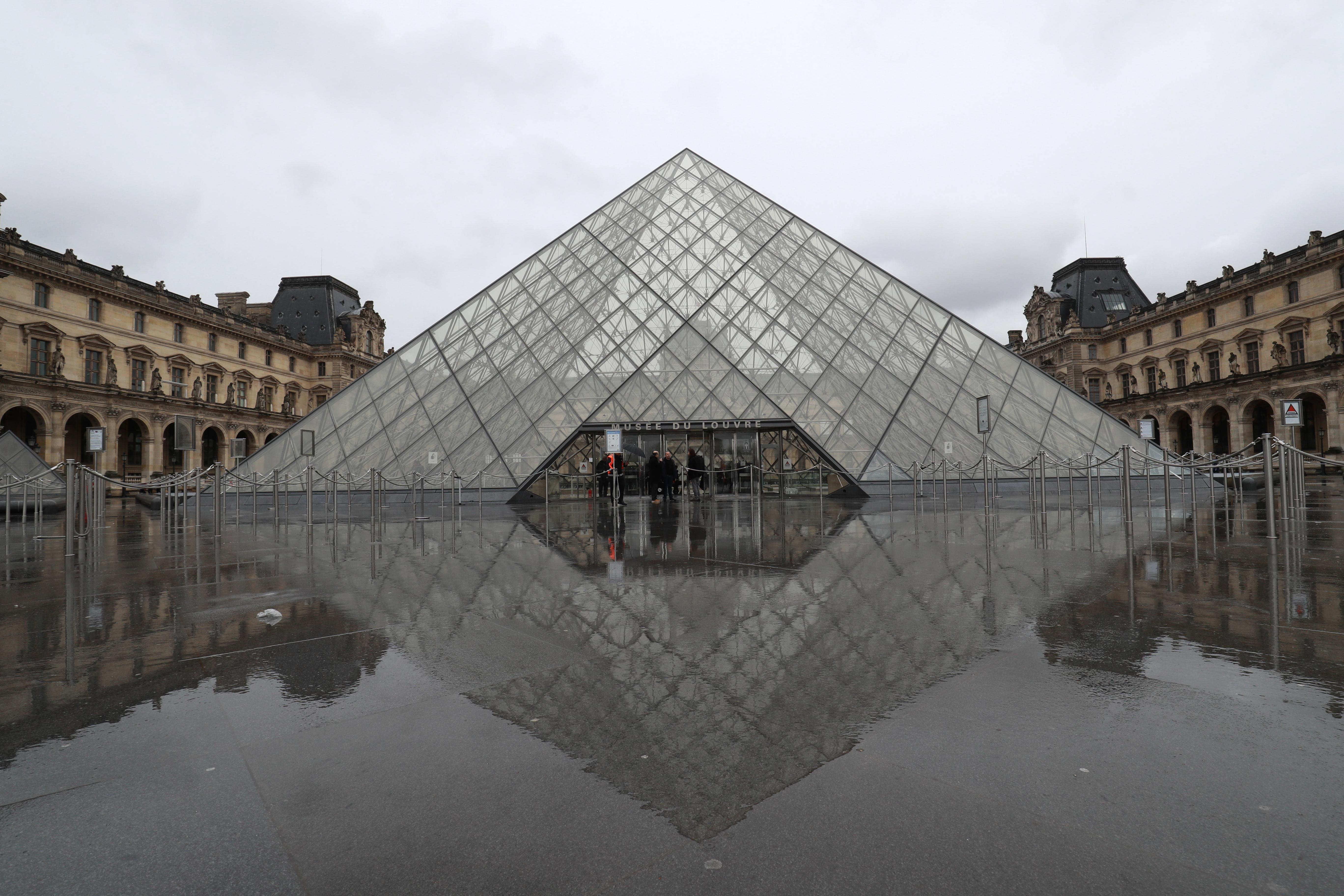 El cierre del Museo dejó vacía la plaza (AFP)