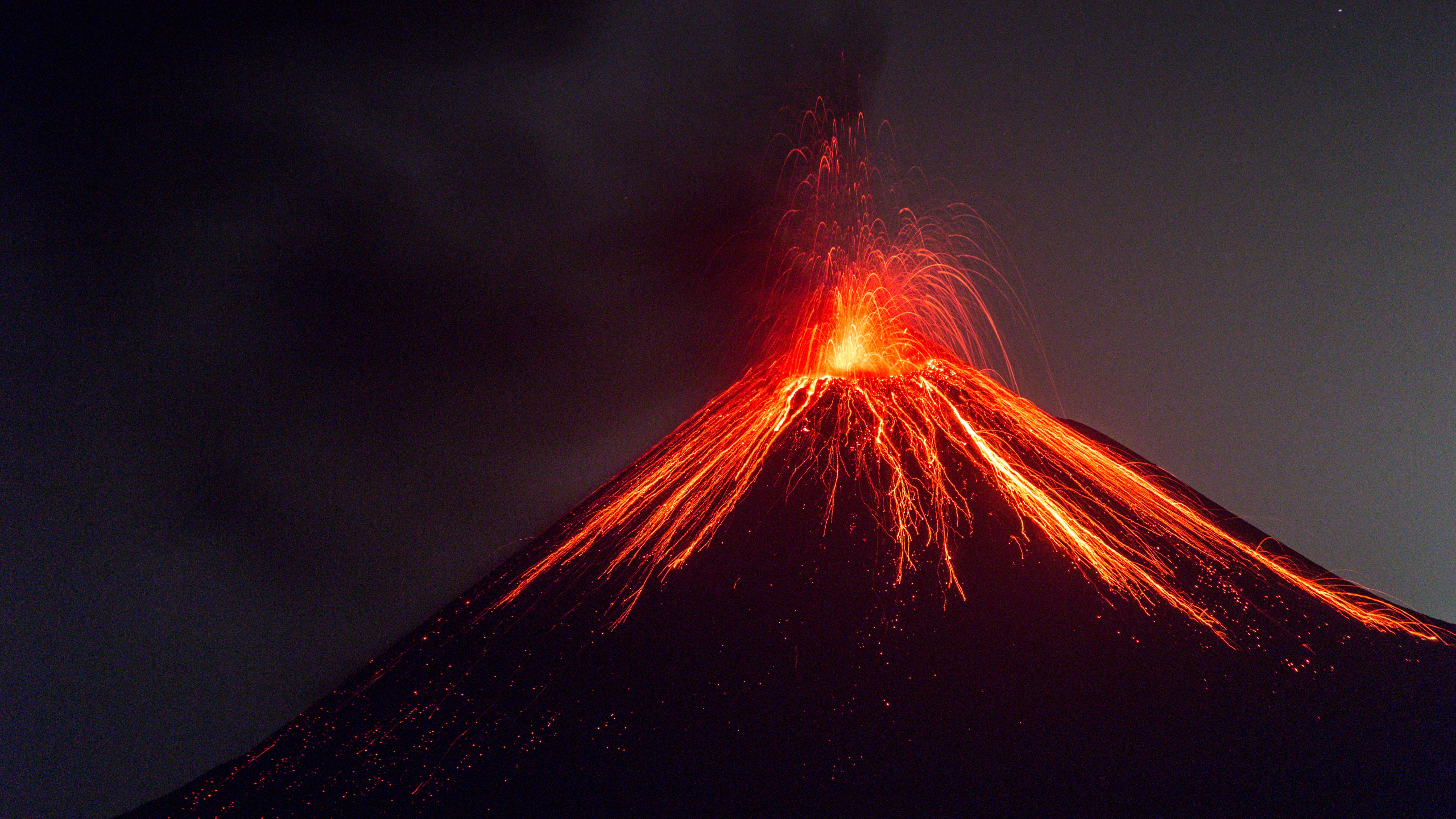 Anak Krakatoa en erupción en julio de 2018