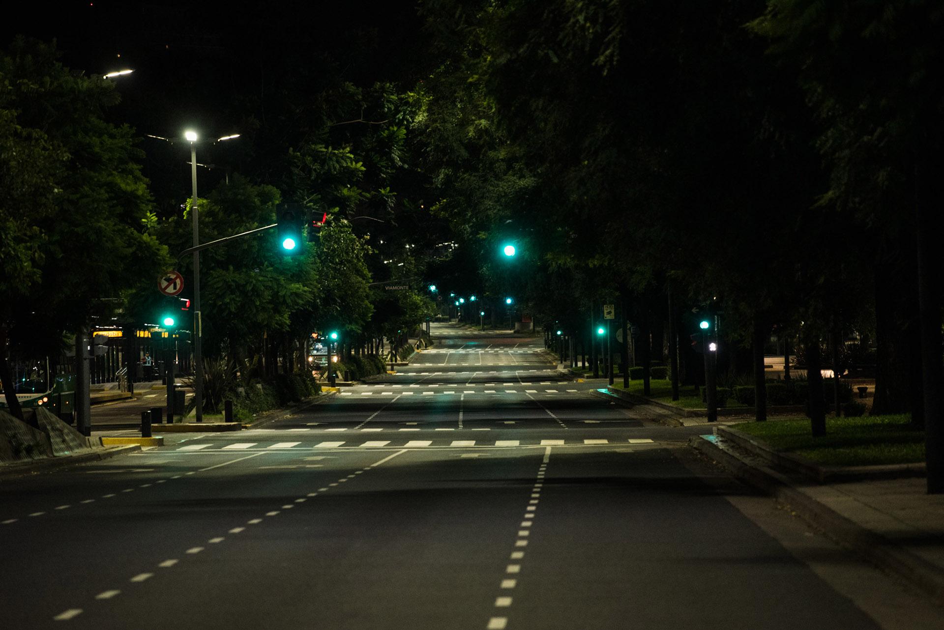 La Avenida Leandro N. Alem totalmente vacía