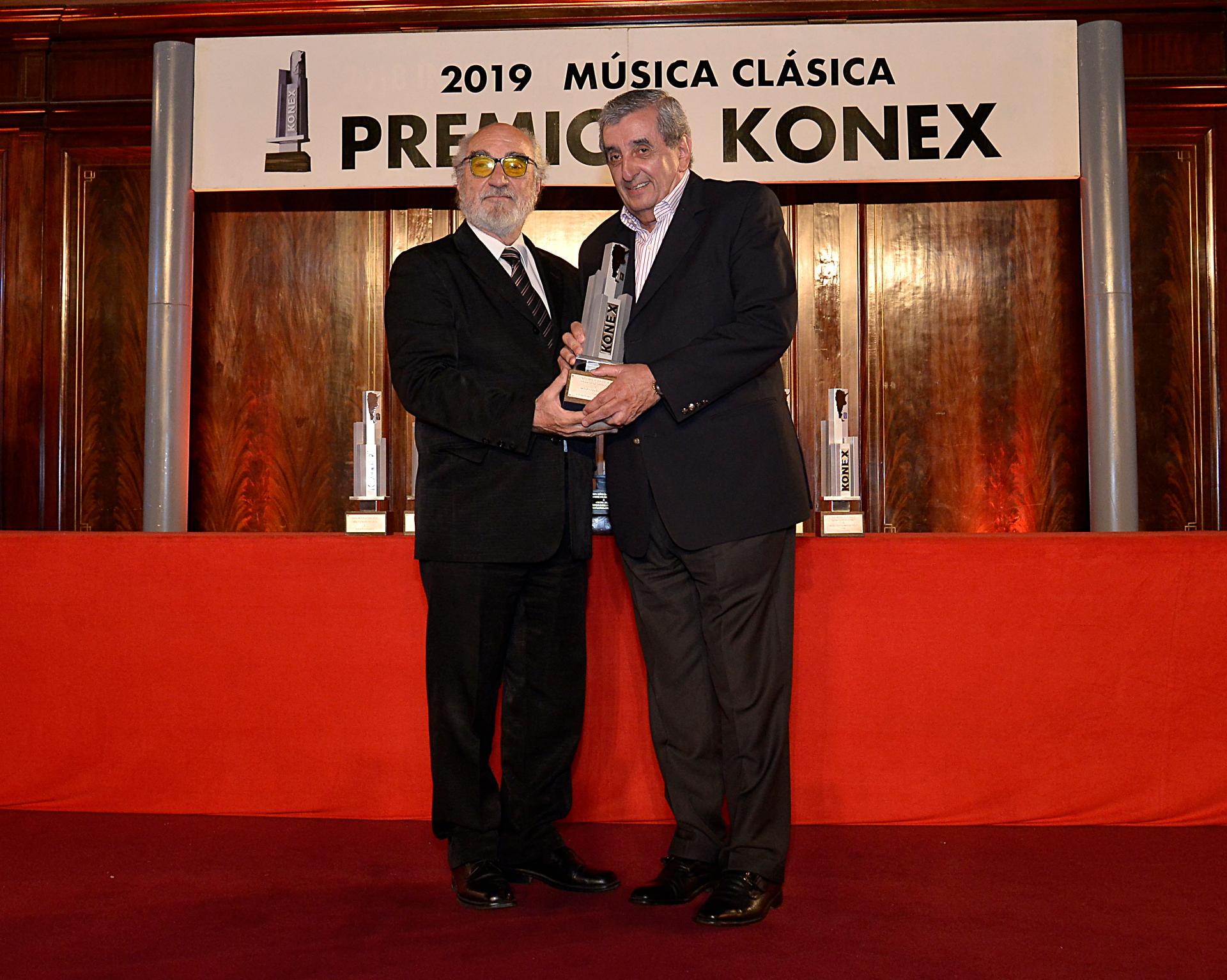 Premio a Marcelo Álvarez que tampoco estuvo presente por compromisos laborales en el exterior