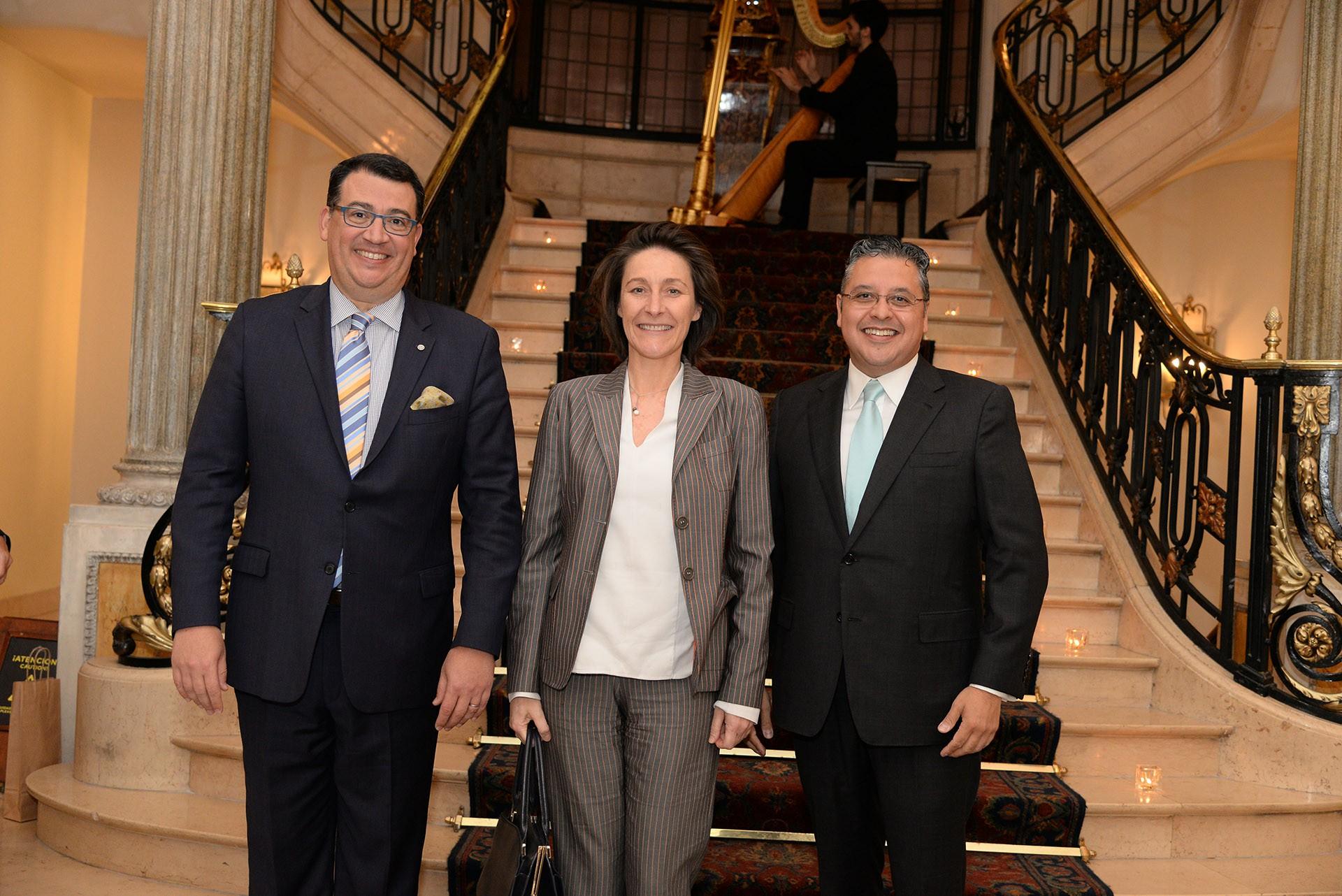 Tulio Hochkoeppler y Ariel Blufstein reciben a la embajadora de la Unión Europea, Aude Maio-Coliche