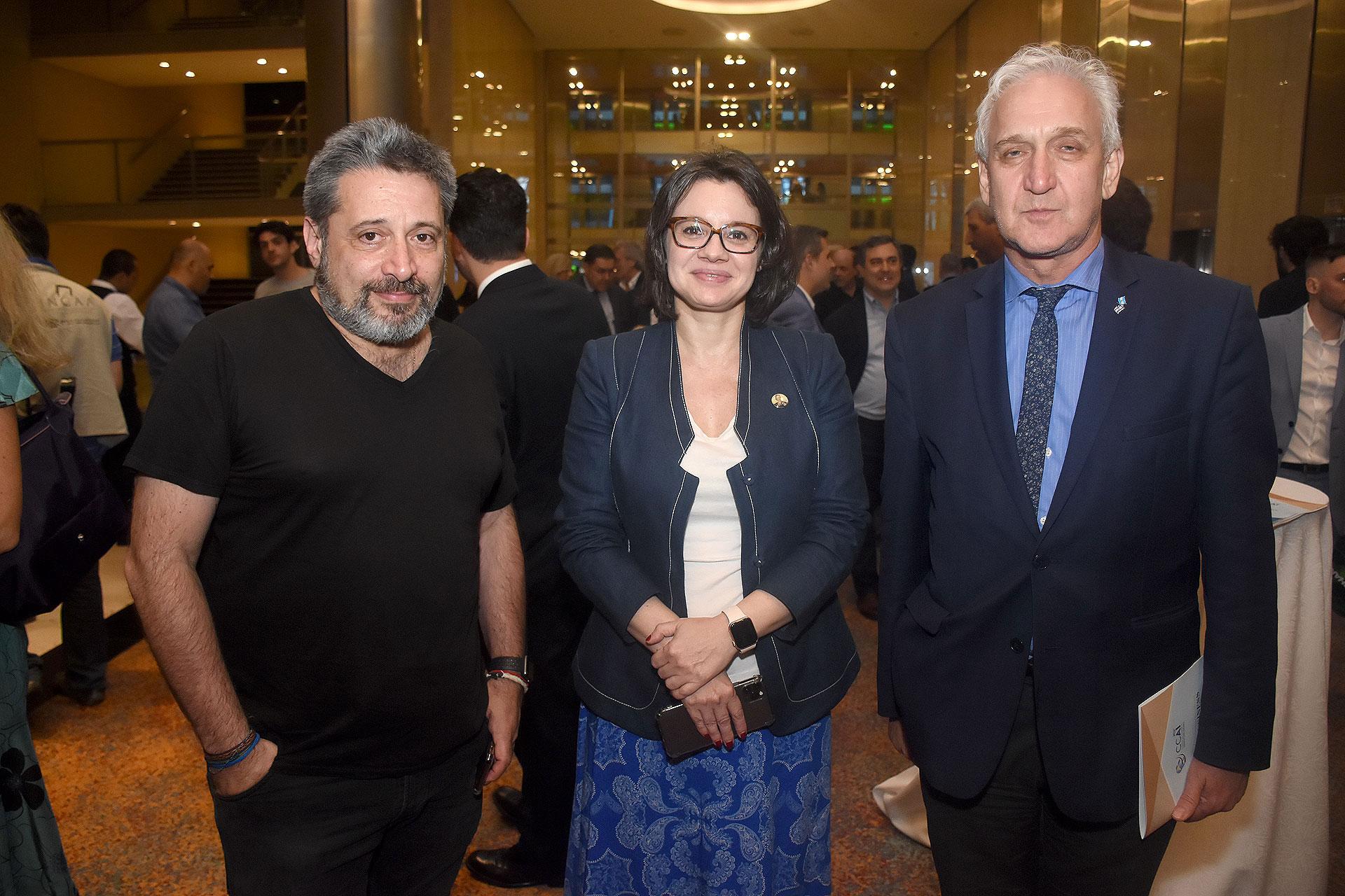 Víctor Santa María, Gisela Marziotta y Gabriel Fuks