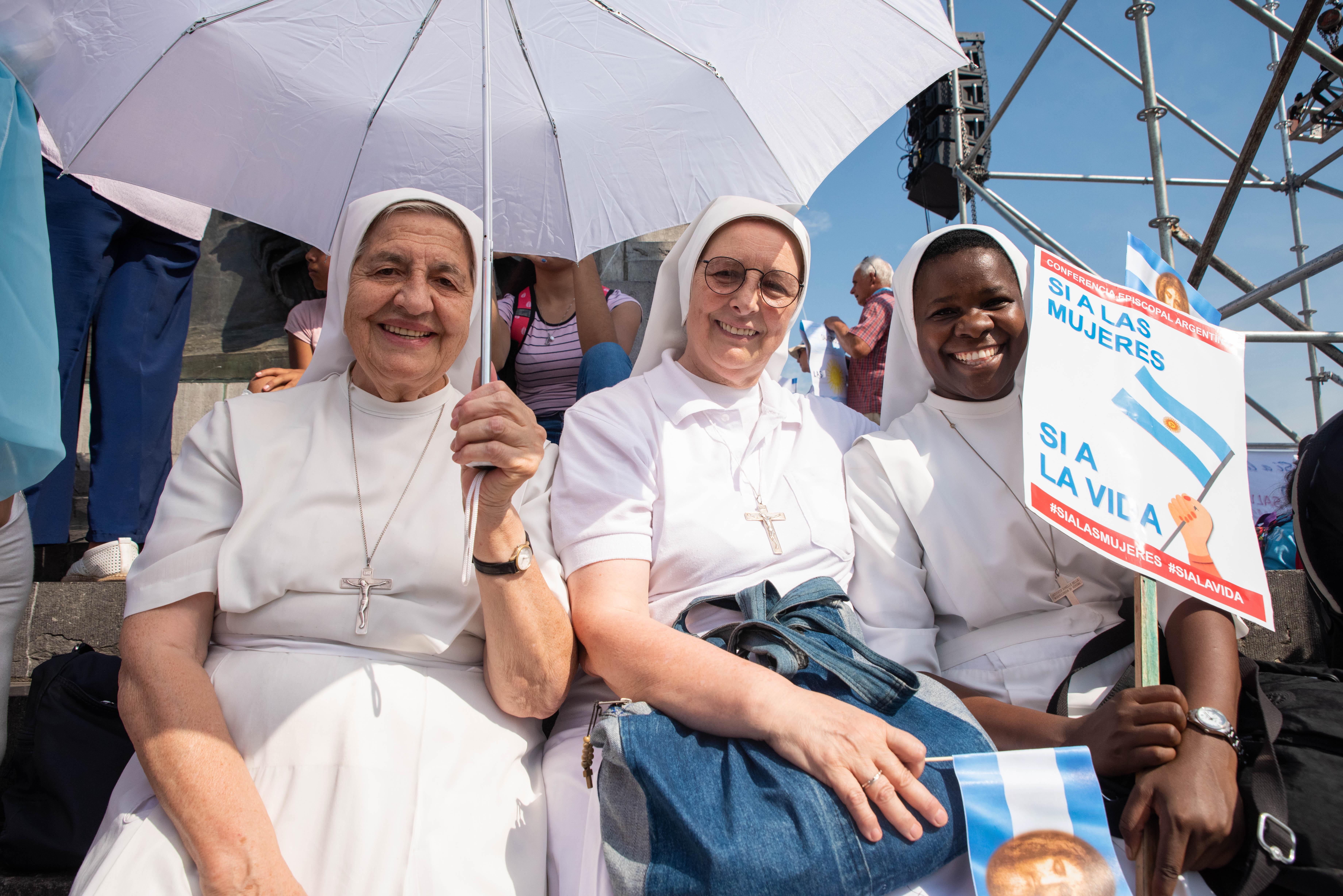 """""""En esta Eucaristía venimos a celebrar y a agradecer la vida de tantas mujeres, su presencia insustituible en las familias"""" (Homilía de la misa en Luján por el Día de la Mujer)"""