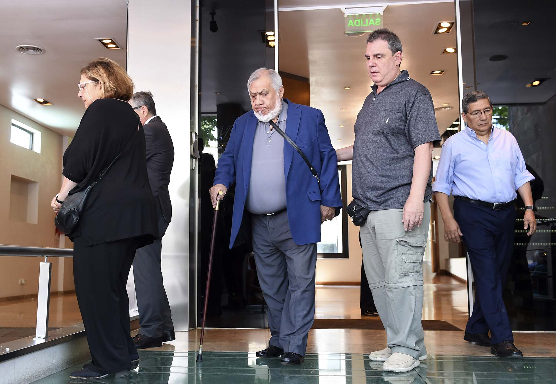 El folclorista Zamba Quipildor también se hizo presente para acompañar a la familia en el adiós a Juan Carlos Saravia