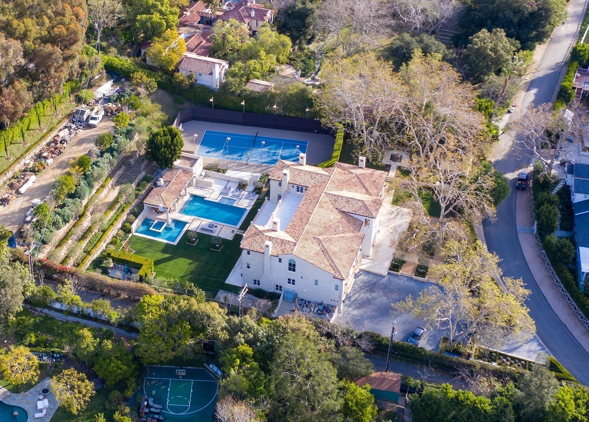 La mansión a la que se mudarían Harry y Meghan Markle posee amplias piscinas y una court de tenis, como algo llamativo. El plan de los Sussex es estar cerca de la madre de la actriz, Doria Ragland (Grosby)