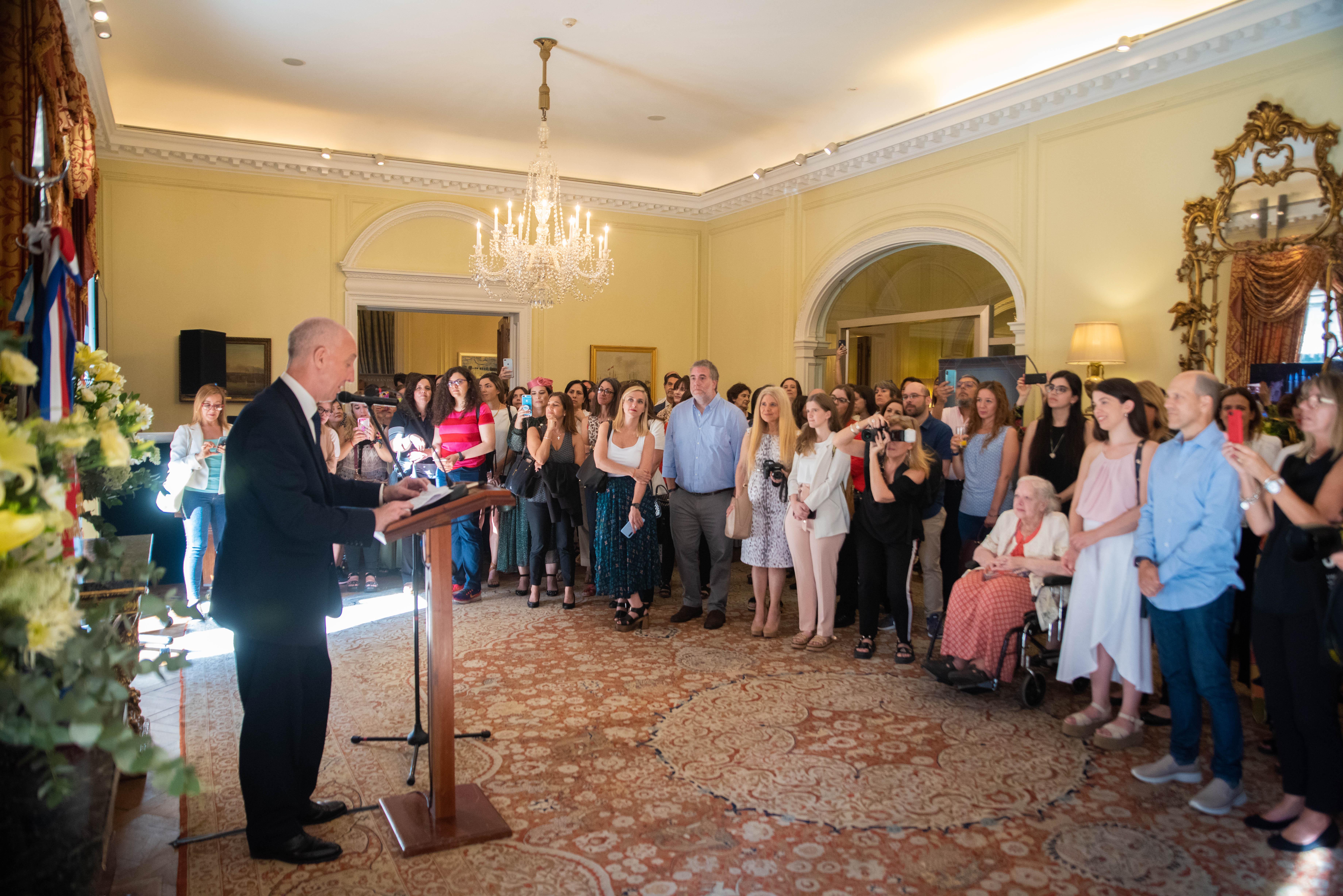 El embajador Mark Kent abrió las puertas de su Residencia a fanáticos y seguidores de