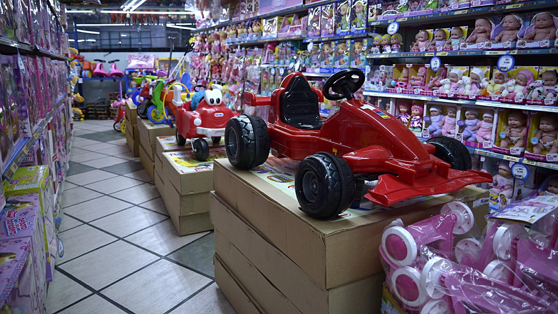 Según la CAIJ, el sector cuenta con 180 fábricas en todo el país, 8000 empleos, 3500 comercios y donan alrededor de 30.000 juguetes