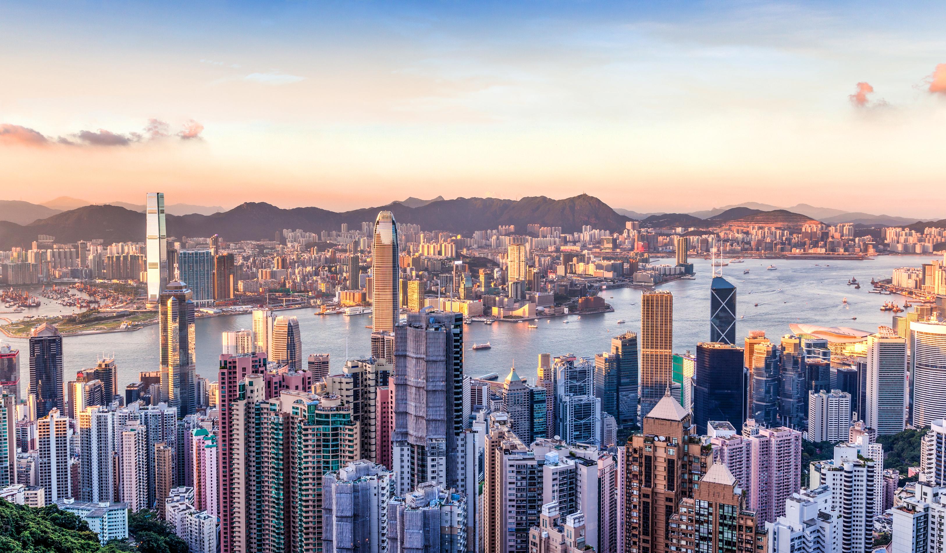 El puntaje de Hong Kong de 20.8 fue inferior a 20.9 en 2019, pero aún es nueve puntos más alto que en cualquier otro lugar, lo que la convierte en la ciudad más cara del mundo para vivir una vez más (Shutterstock)